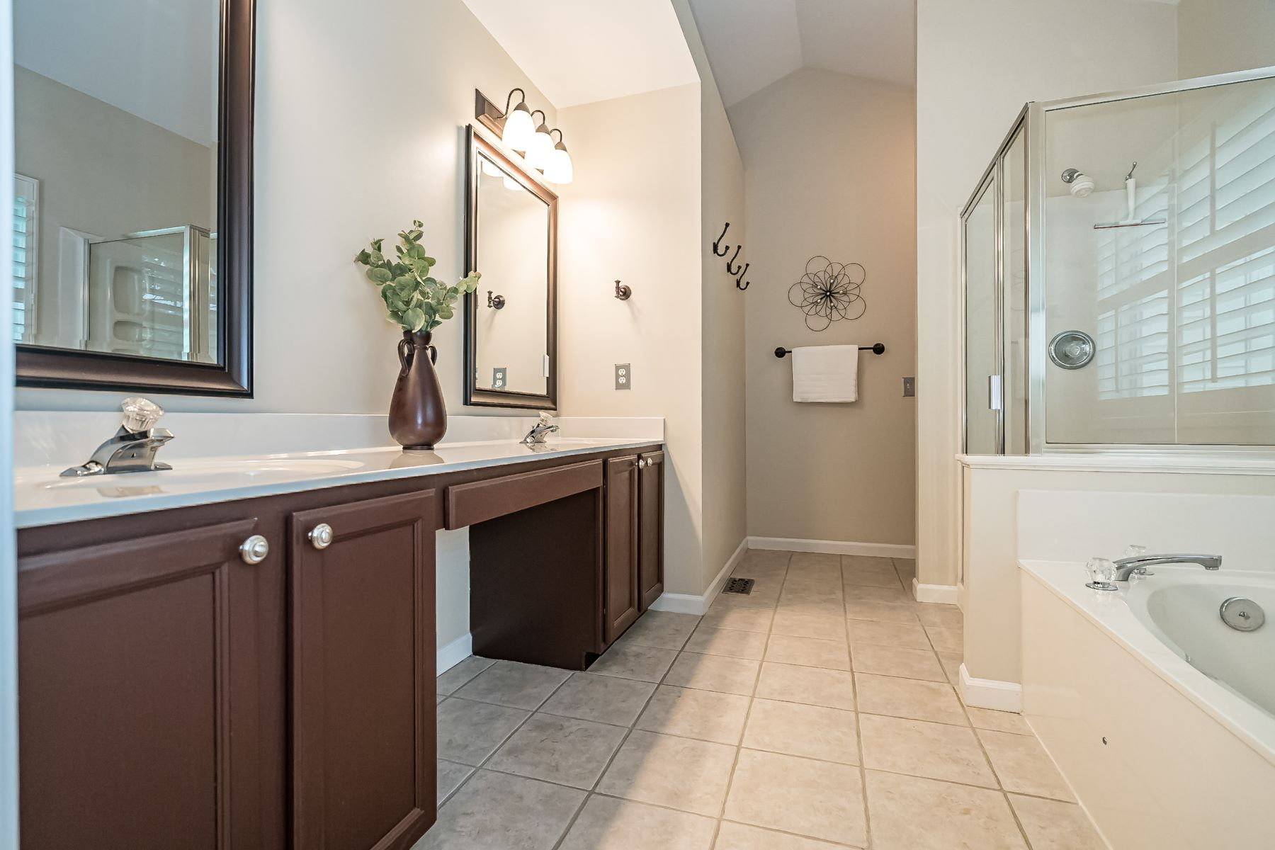 Additional photo for property listing at Stylish Two-Story in The Meadows at Cherry Hills! 16305 Cherry Orchard Drive Wildwood, Missouri 63040 United States