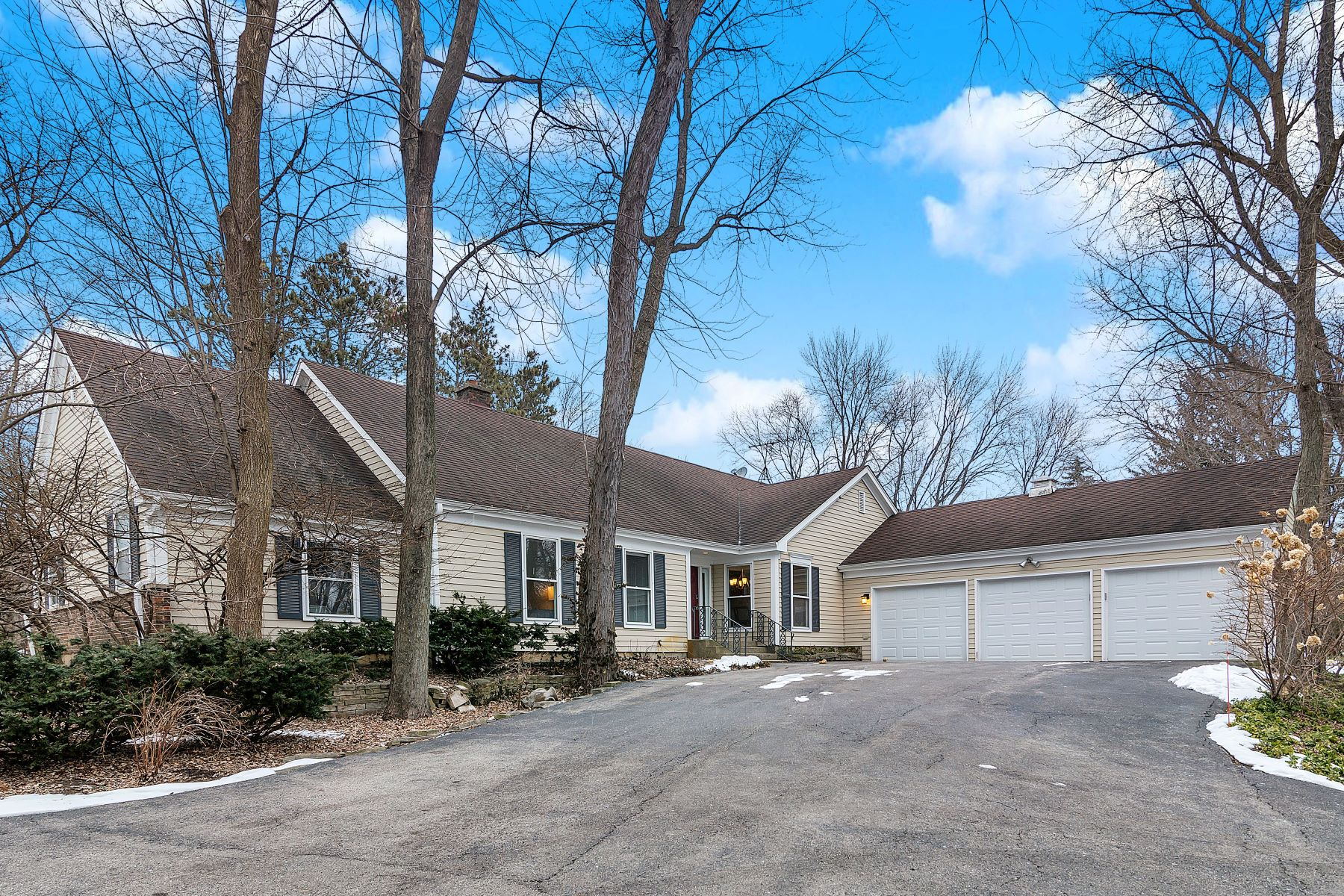Single Family Homes para Venda às Charming Turn Key Ranch 14 W Penny Road, South Barrington, Illinois 60010 Estados Unidos