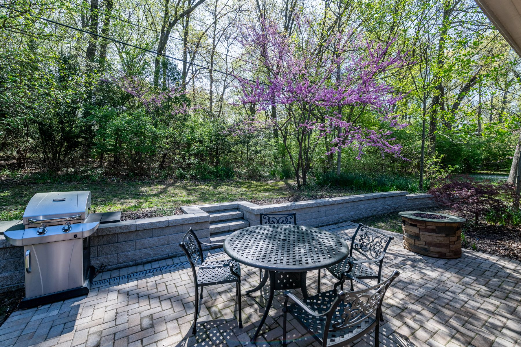 Additional photo for property listing at Renovated Ranch in the Ladue School District 2316 Divot Drive St. Louis, Missouri 63131 United States