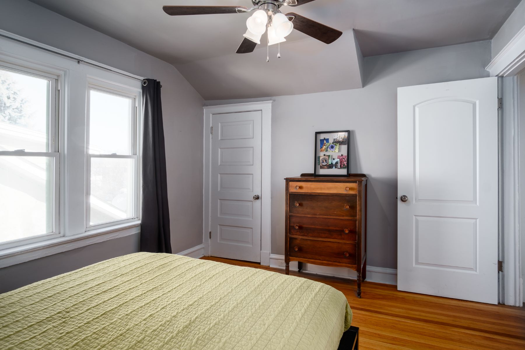Additional photo for property listing at Charming 2 bed 1 bath in Maplewood 2423 Florent Avenue Maplewood, Missouri 63143 United States