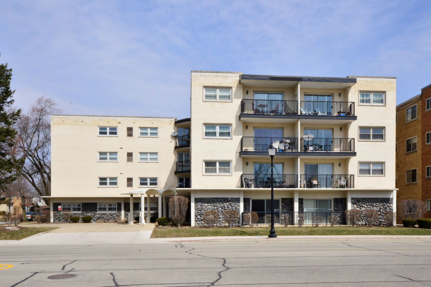 Condominiums for Active at Spacious Skokie Three Bedroom 8001 Lockwood Avenue Unit 208 Skokie, Illinois 60077 United States