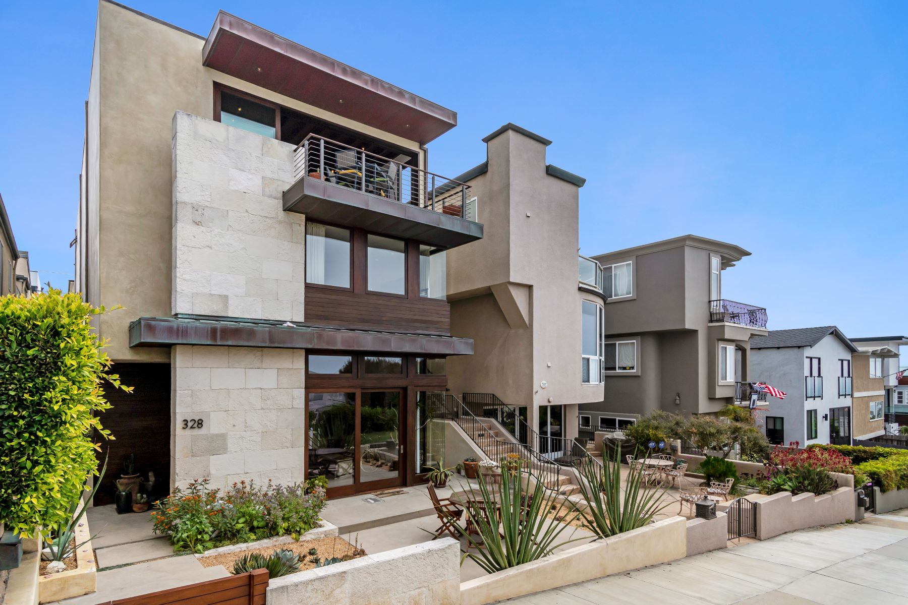 Single Family Homes for Active at 328 19th Street, Manhattan Beach, CA 90266 328 19th Street Manhattan Beach, California 90266 United States