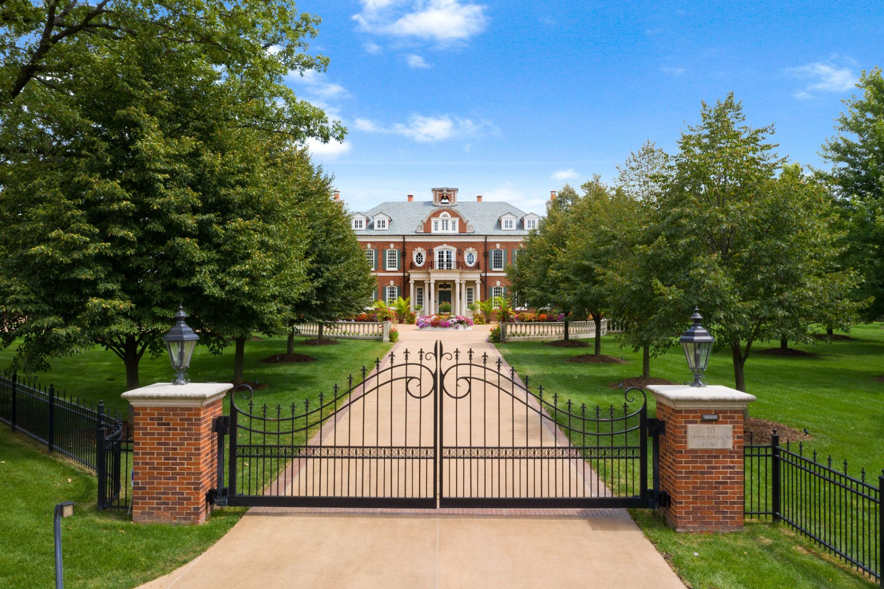 Single Family Homes для того Продажа на The Westbury Estate: A Legacy Property in the Heart of Ladue 20 Upper Warson Road Ladue, Миссури 63124 Соединенные Штаты