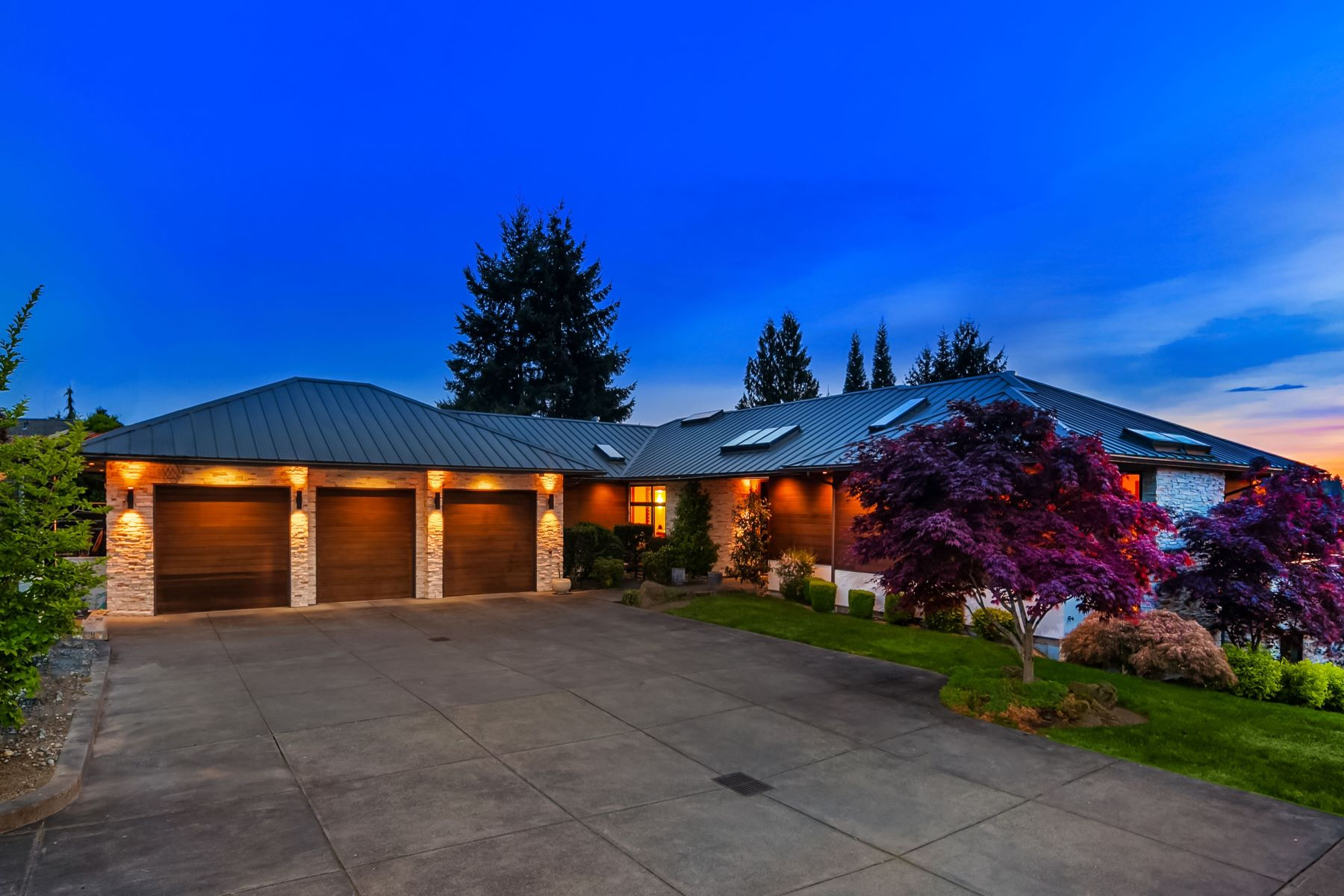 Single Family Homes for Sale at 8631 Northeast 19th Place, Clyde Hill, WA 98004 8631 NE 19th Place Clyde Hill, Washington 98004 United States