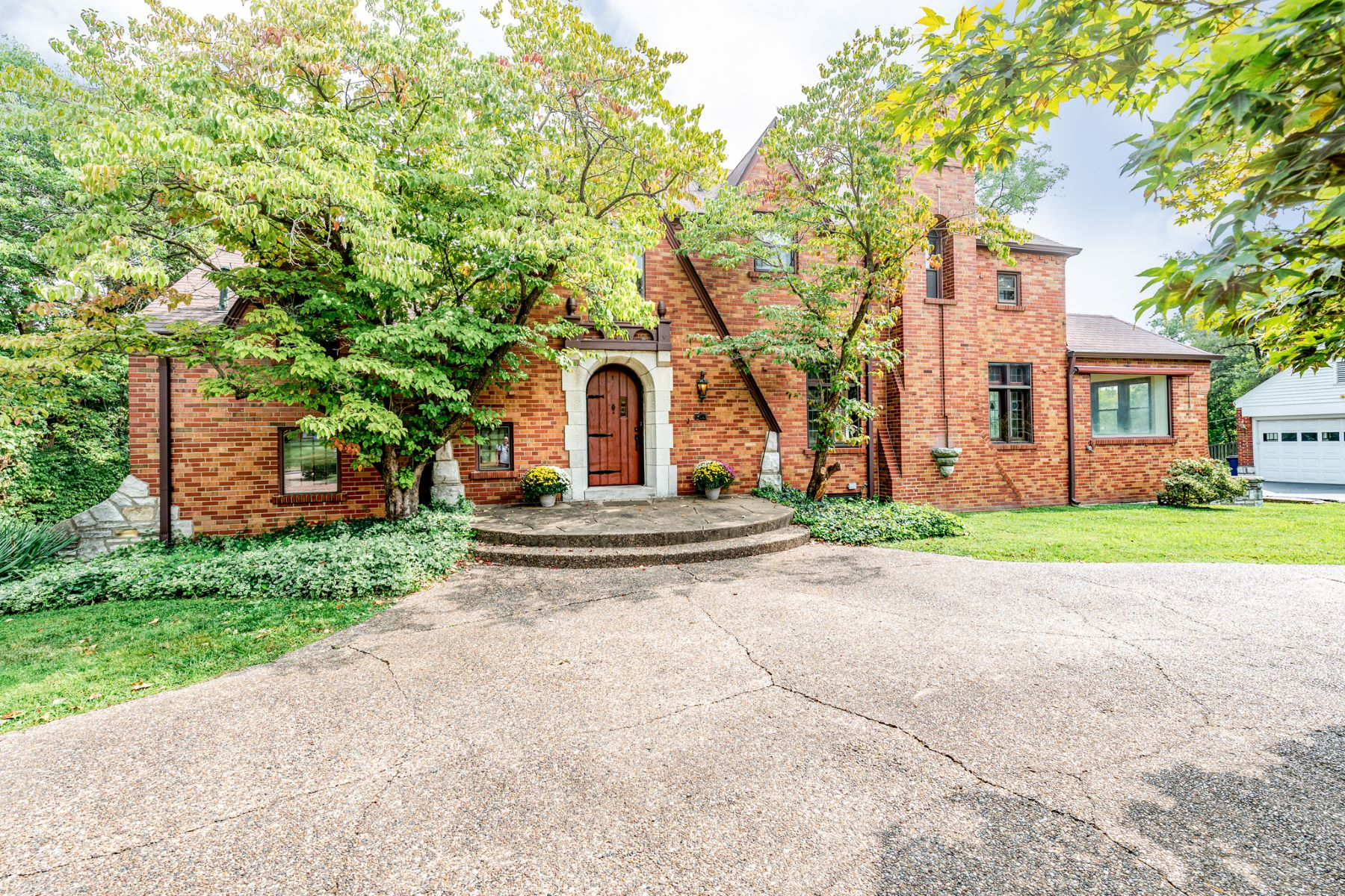 Single Family Homes for Sale at Stately Brick Home With Old World Charm 13 Bellerive Acres St. Louis, Missouri 63121 United States