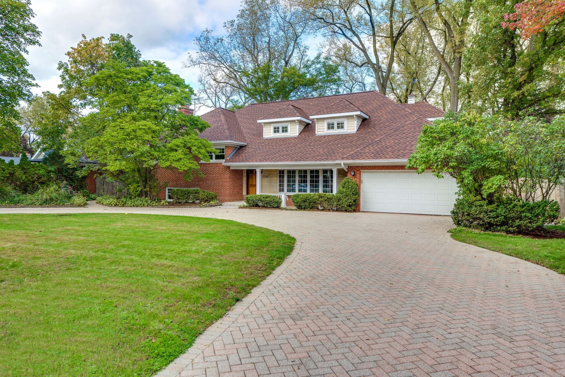 Single Family Homes for Active at Special Golf Acres Opportunity 1246 Longvalley Road Glenview, Illinois 60025 United States