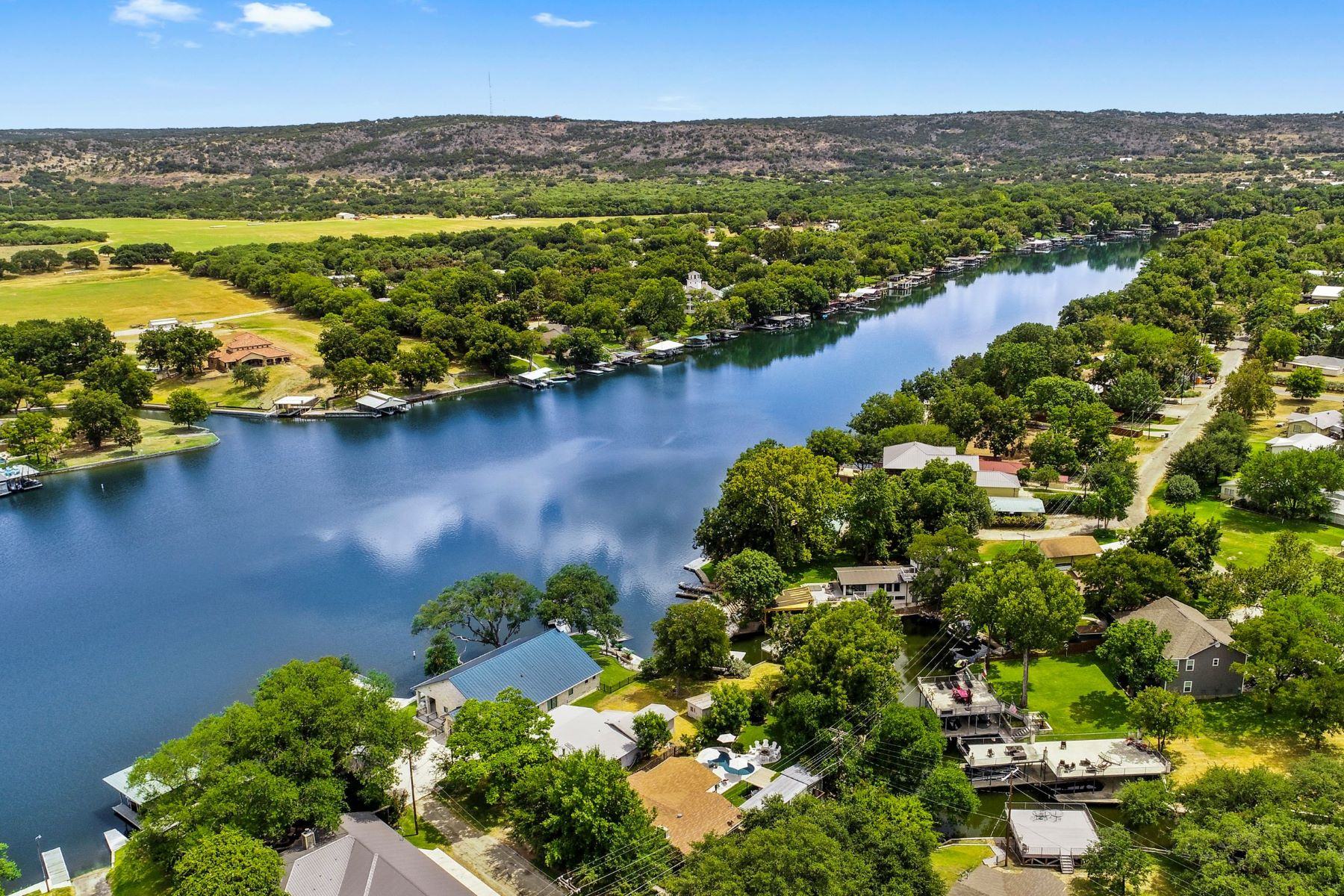 Single Family Homes for Active at The Perfect getaway Place at The Lake 106 Apache Trail On Lake LBJ Kingsland, Texas 78639 United States