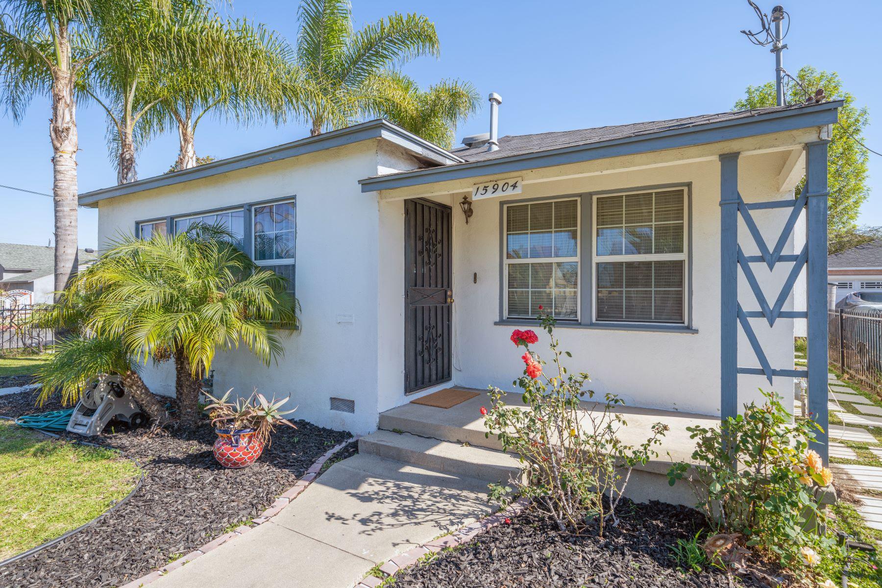 Single Family Homes para Venda às 15904 South Menlo Avenue, Gardena, CA 90247 Gardena, Califórnia 90247 Estados Unidos