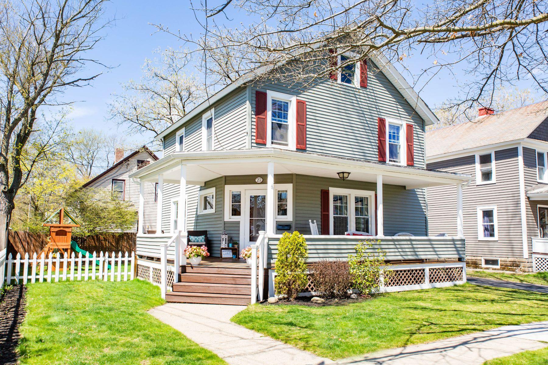 Single Family Homes por un Venta en Glens Falls City Charmer 22 Murdock Avenue Glens Falls, Nueva York 12801 Estados Unidos