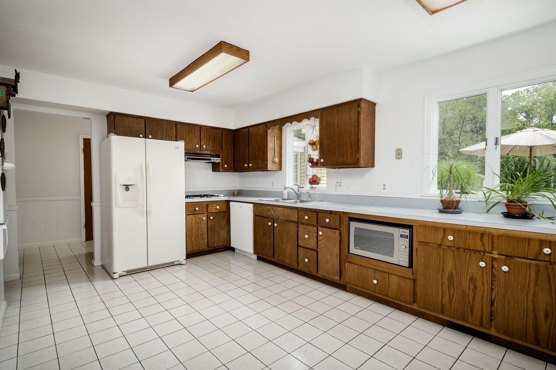 Additional photo for property listing at Spacious and Bright, a Millstone Stand Out 17 Van Doren Drive, Hillsborough, Νιου Τζερσεϋ 08844 Ηνωμένες Πολιτείες