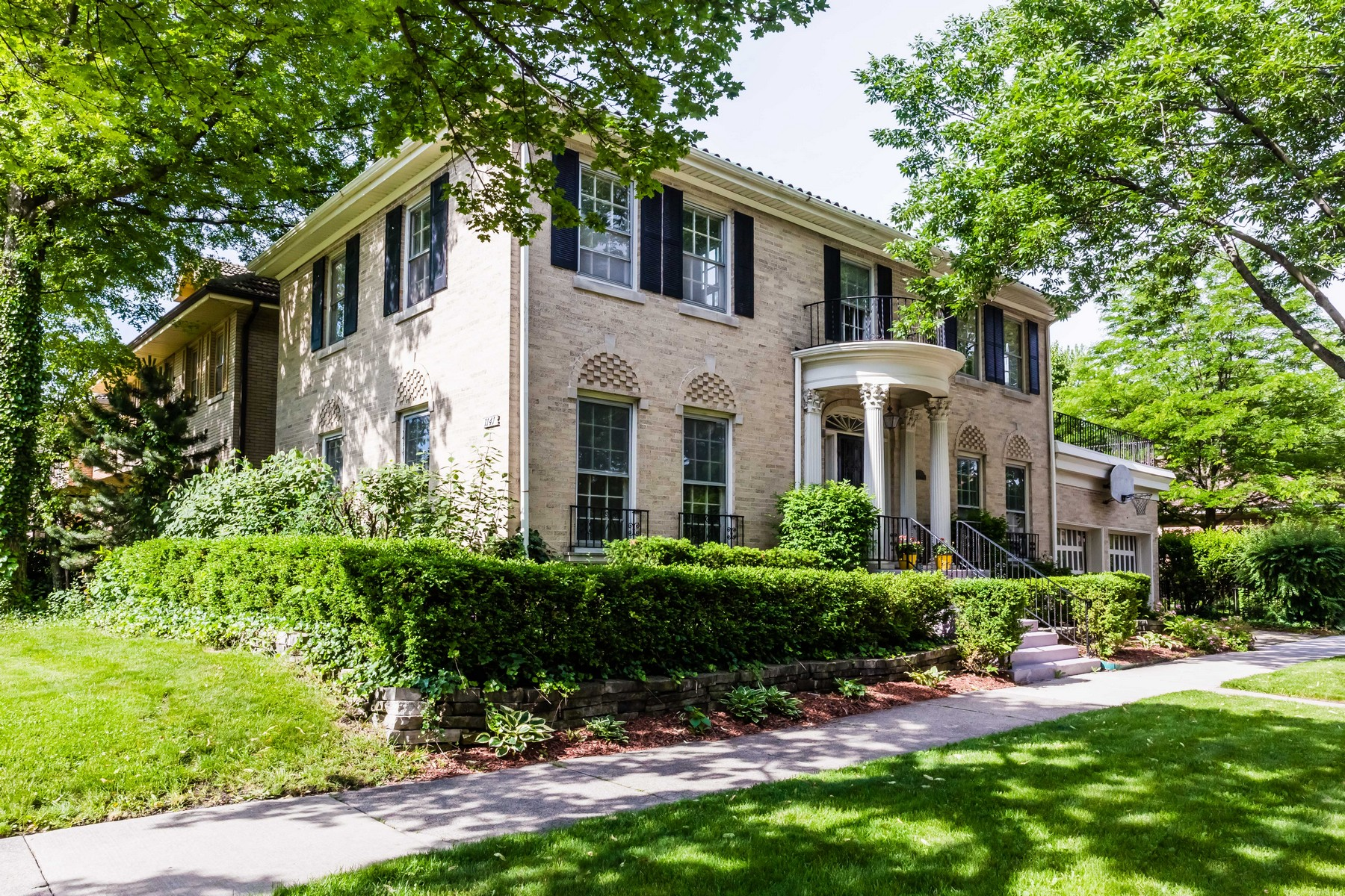 Single Family Home for Active at Elegant Brick Home 1141 N Euclid Avenue Oak Park, Illinois 60302 United States
