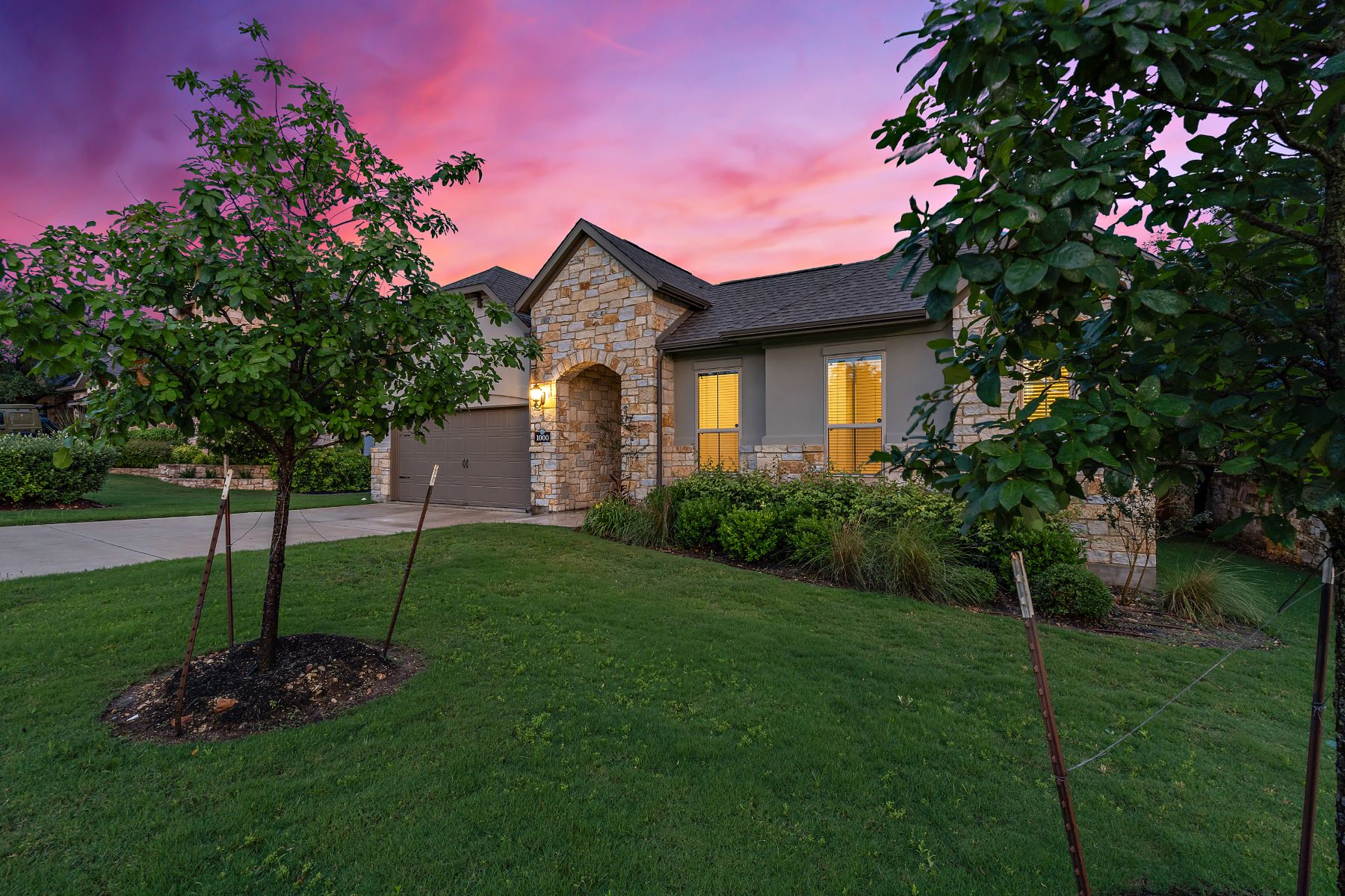 Single Family Homes for Sale at Immaculate Wilshire home in Water Oak North 1000 Winding Way Drive Georgetown, Texas 78628 United States