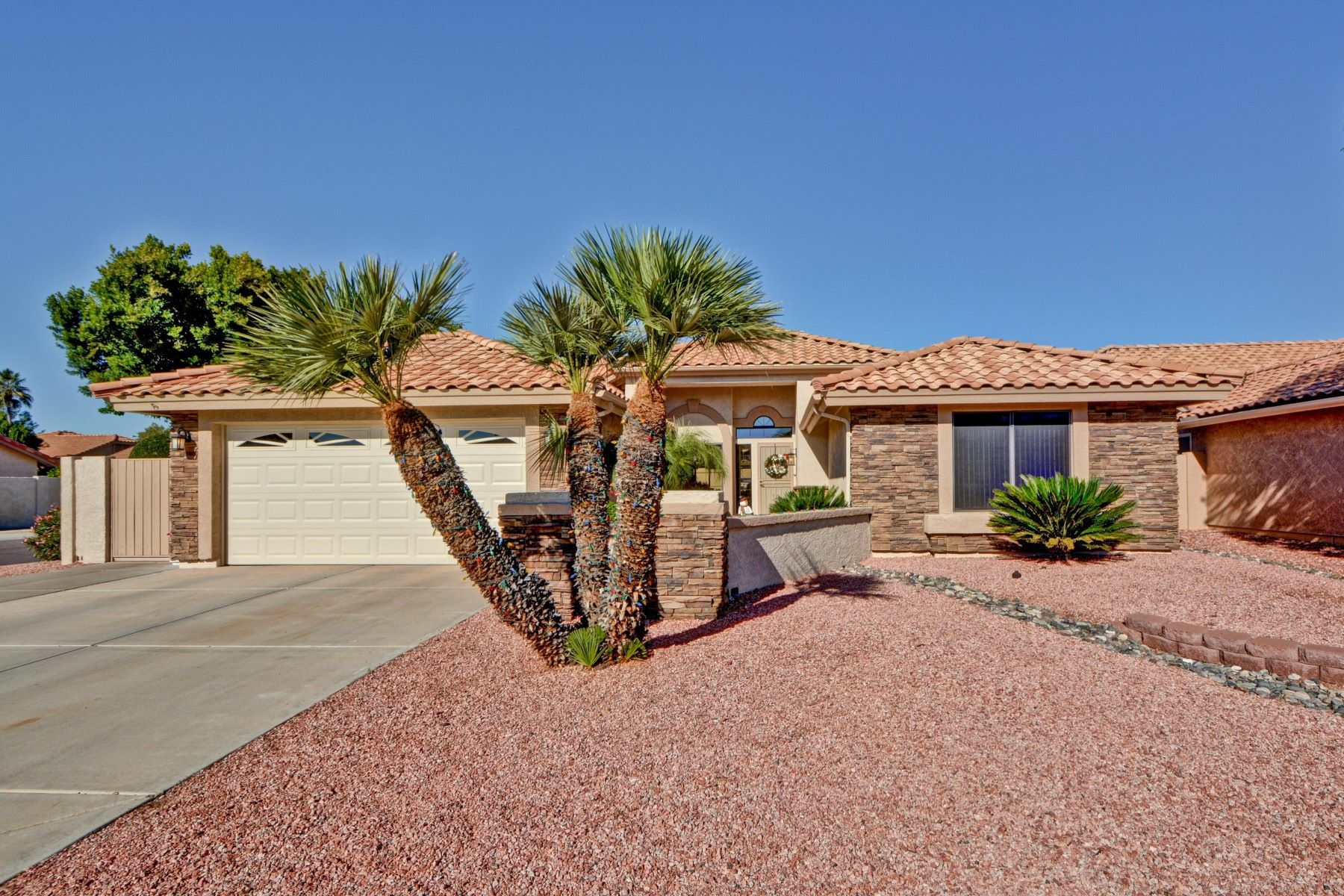 Single Family Homes por un Venta en Pineridge at Westbrook Village 9118 W ORAIBI DR Peoria, Arizona 85382 Estados Unidos