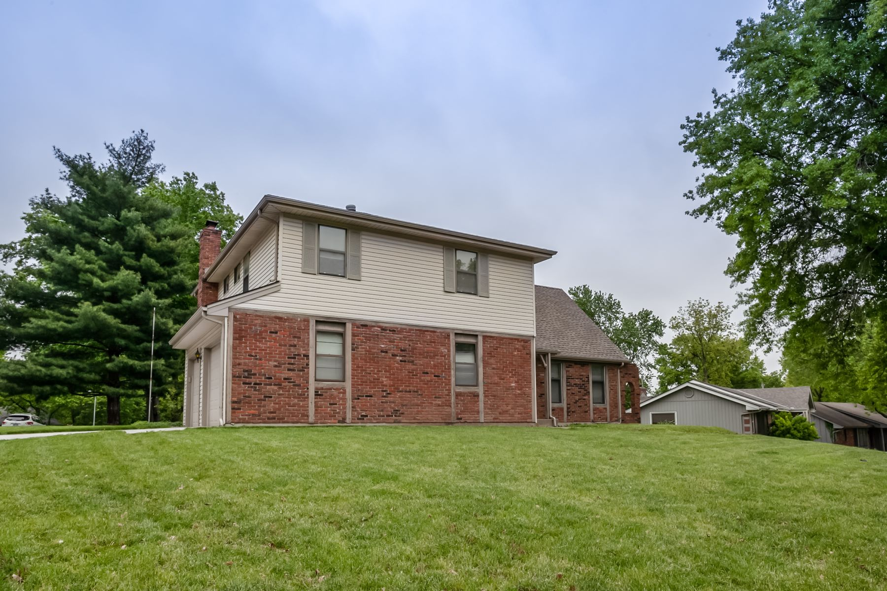 Single Family Homes for Active at Williamsburg 5233 Northwest Old Pike Road Kansas City, Missouri 64118 United States