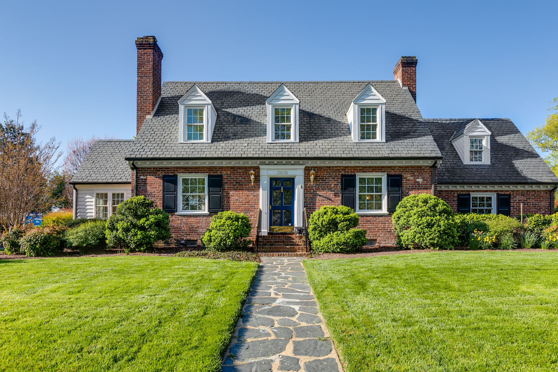 Single Family Homes 為 出售 在 3805 Dover Road, Richmond, VA 23221 Richmond, 弗吉尼亞州 23221 美國