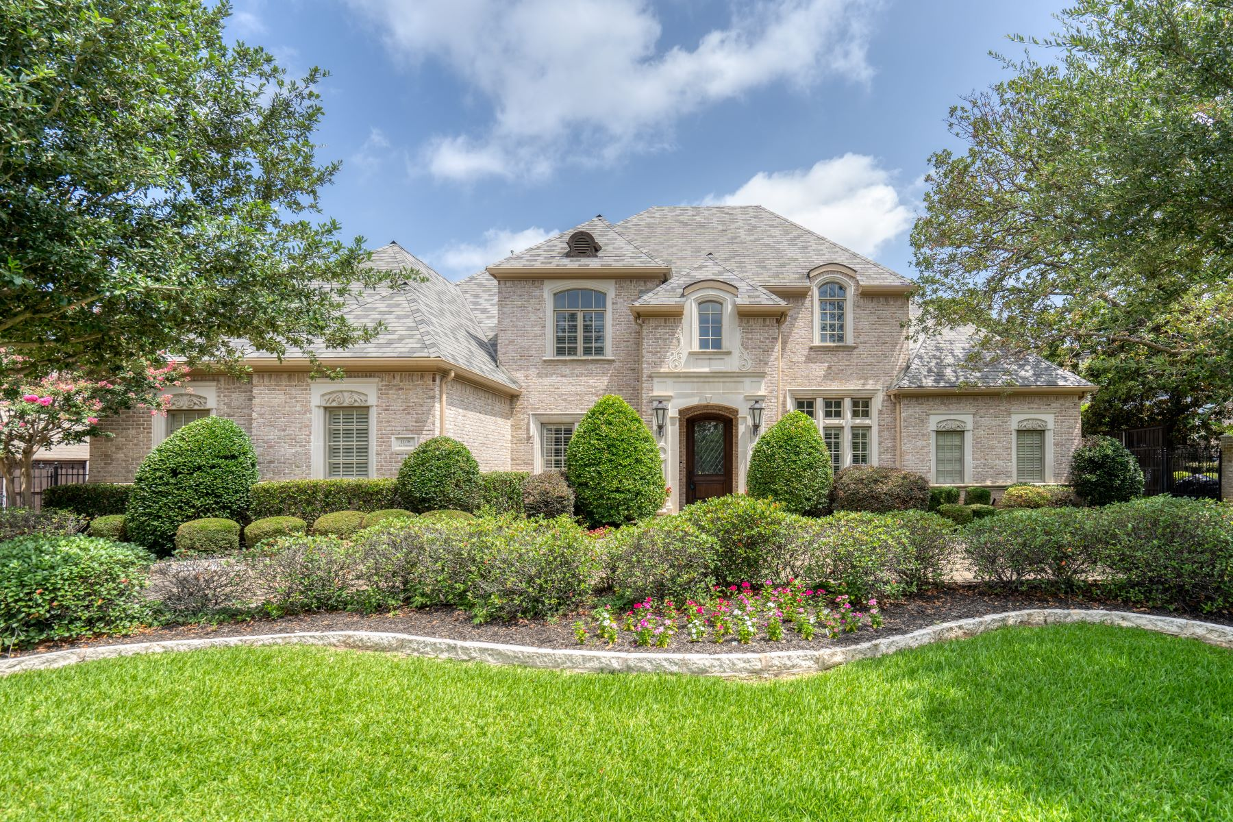 Single Family Homes for Sale at Private, Gated Lakes of La Paloma 1108 La Paloma Court Southlake, Texas 76092 United States