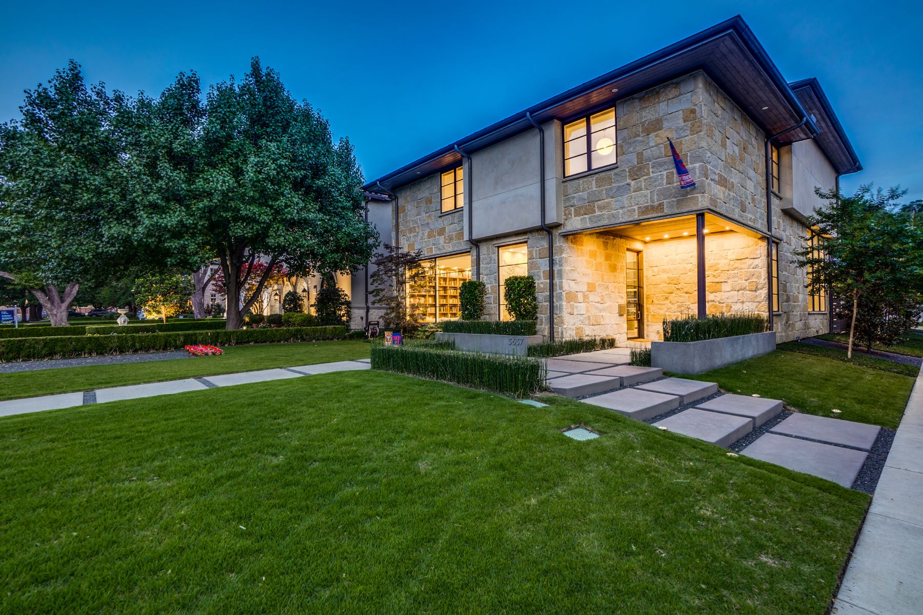 Single Family Homes for Sale at 3637 Shenandoah Street, Highland Park, TX, 75205 3637 Shenandoah Street Highland Park, Texas 75205 United States