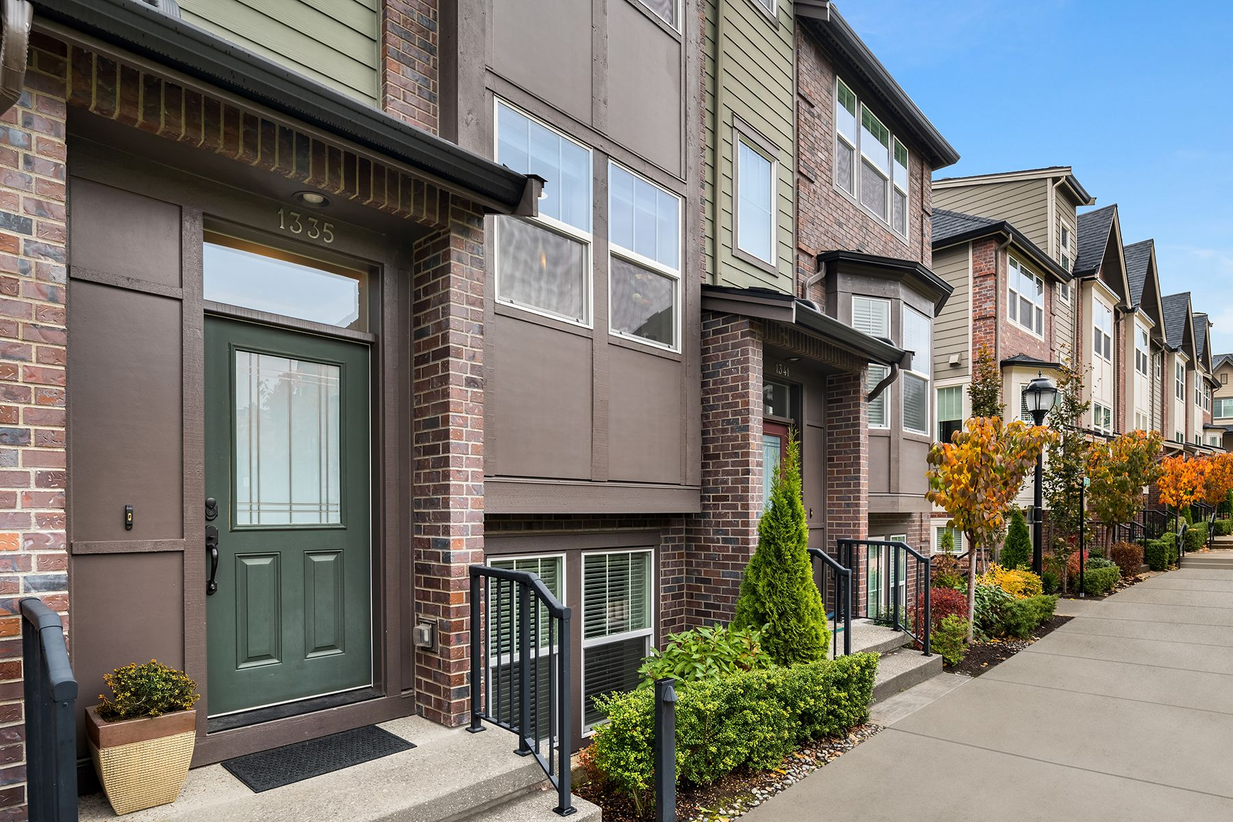 townhouses for Sale at 1335 Greenwich Walk NE, Issaquah, WA 98029 1335 Greenwich Walk NE Issaquah, Washington 98029 United States