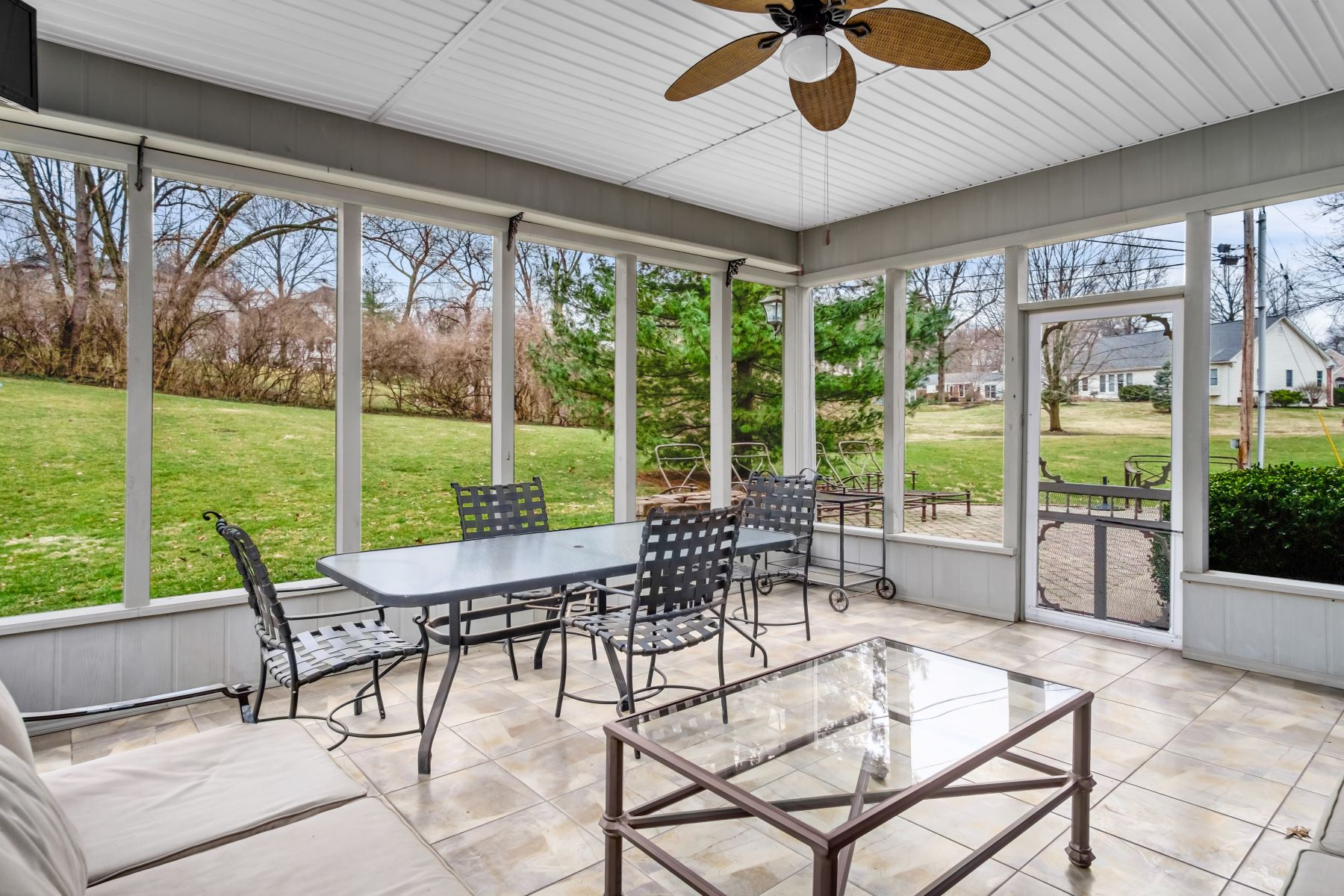 Additional photo for property listing at A Special Home with Bountiful Features! 12 Bon Hills Drive Olivette, Missouri 63132 United States