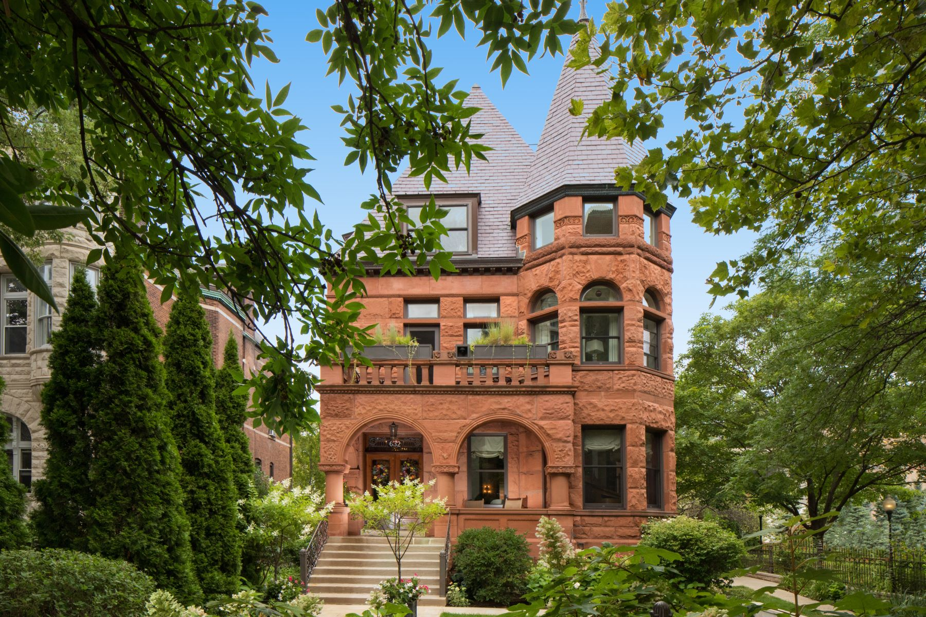 Single Family Home for Sale at Meticulously renovated East Lincoln Park Estate 632 W Deming Place Chicago, Illinois 60614 United States