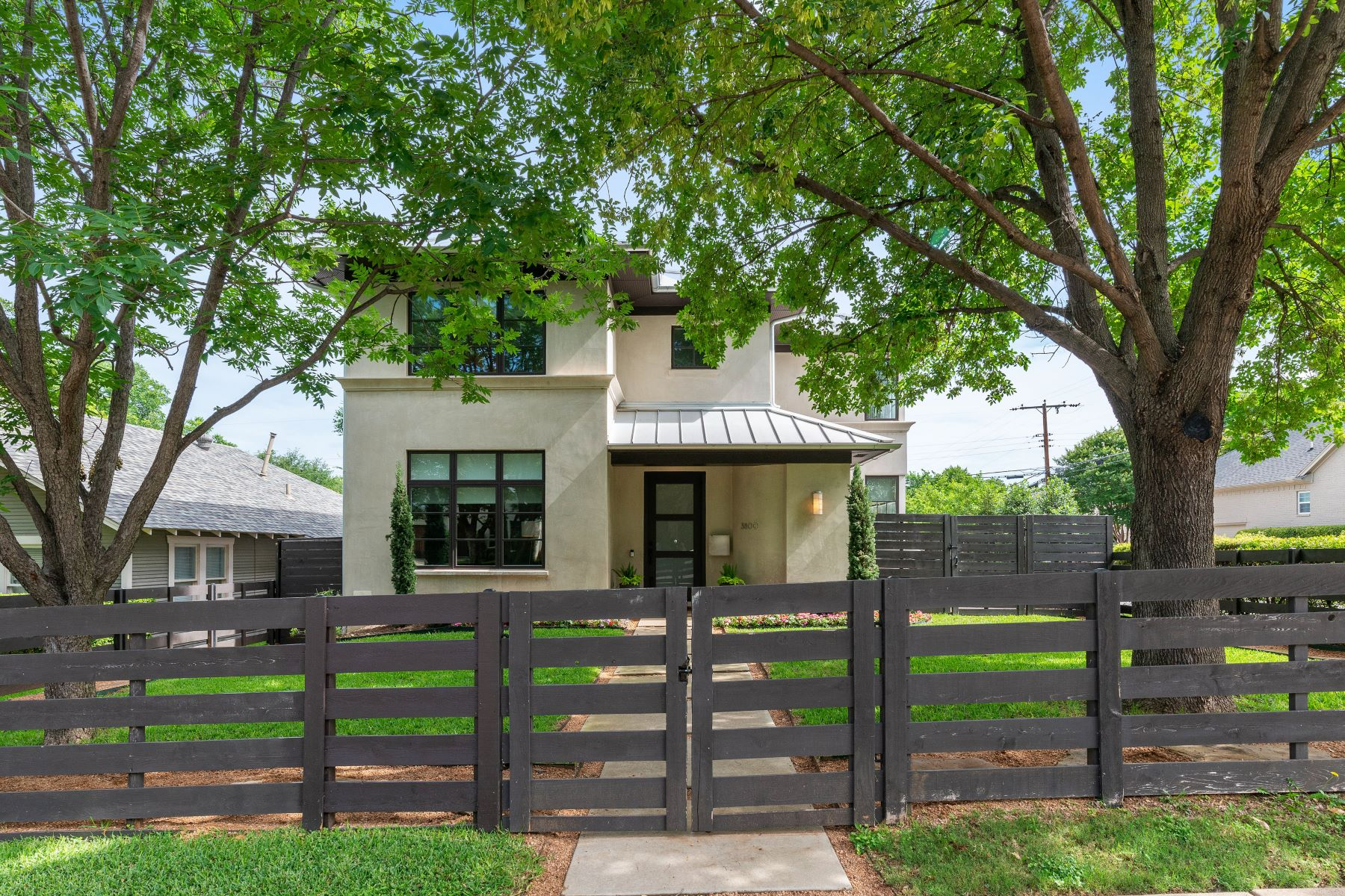 Single Family Homes for Sale at 3800 5th Street, Fort Worth, TX, 76107 3800 5th Street Fort Worth, Texas 76107 United States