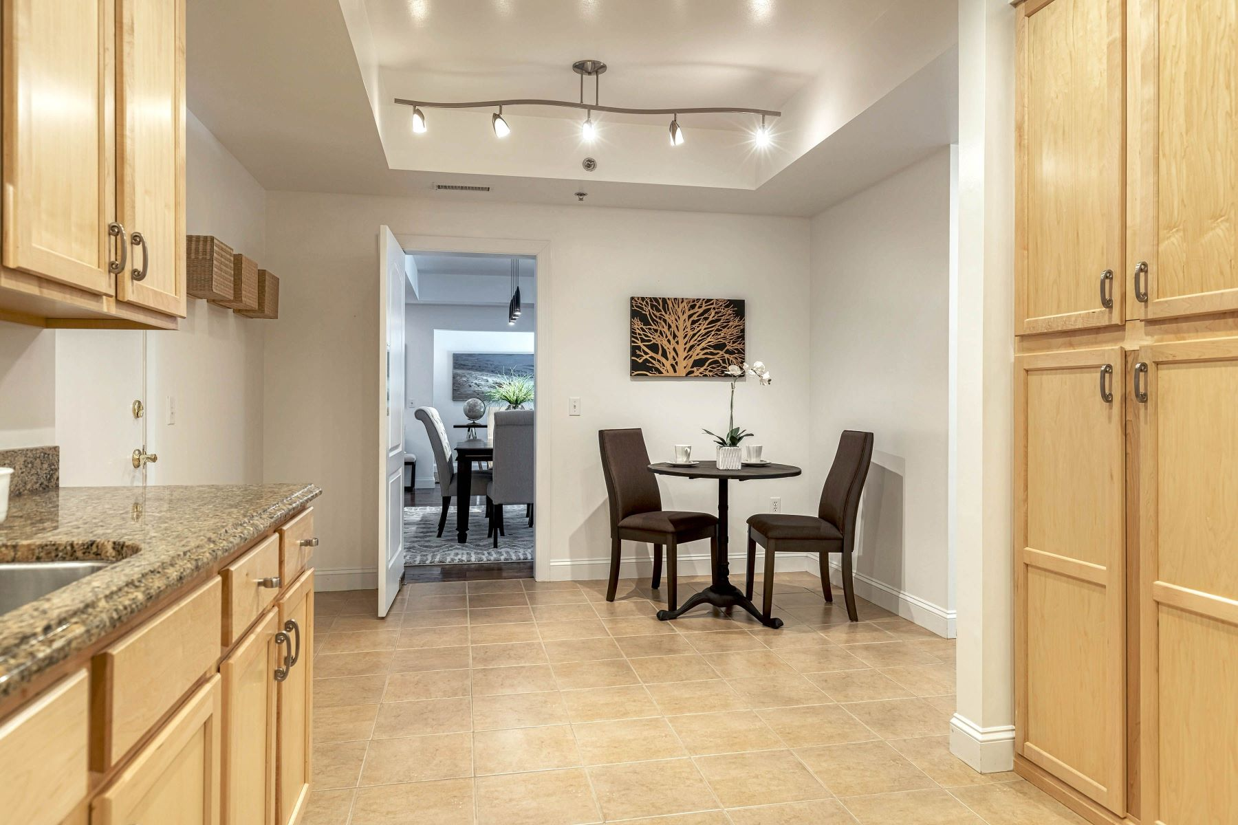 Additional photo for property listing at Popular Claymont Place Condominium 540 North and South Road, #104 University City, Missouri 63130 United States