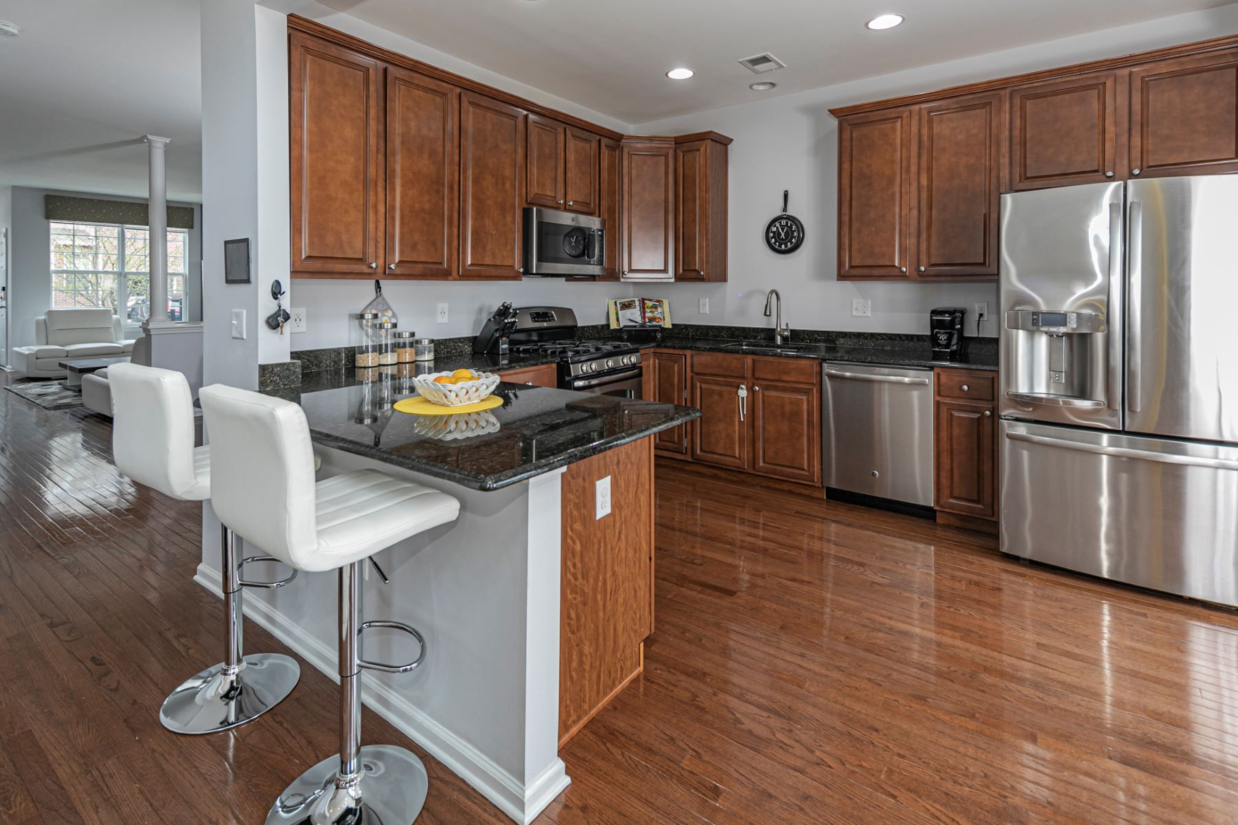 Additional photo for property listing at Immaculate Commuter Haven in Hartland Square 2320 Berkshire Lane, North Brunswick, New Jersey 08902 Hoa Kỳ