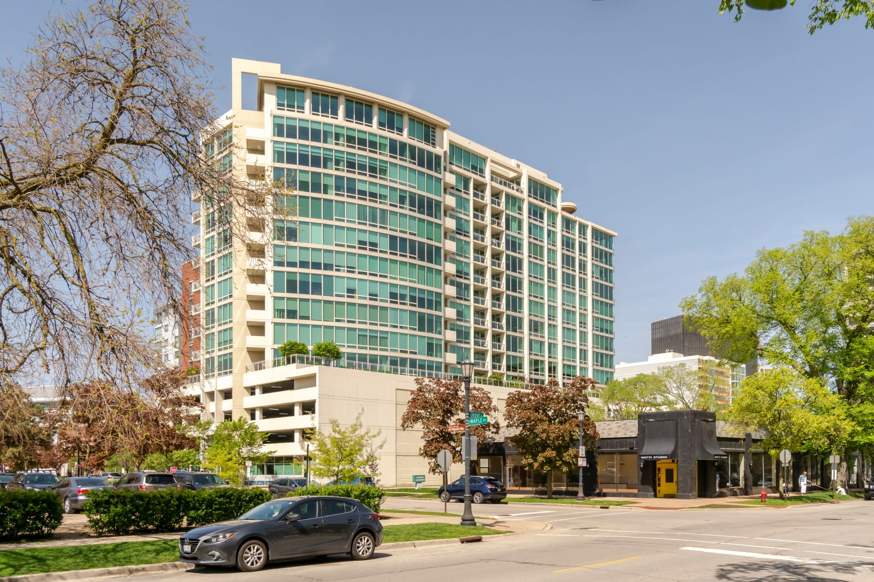 Single Family Homes für Verkauf beim Exceptional Penthouse in Evanston's Premier Intimate Building 1570 Elmwood Avenue Unit 1503, Evanston, Illinois 60201 Vereinigte Staaten