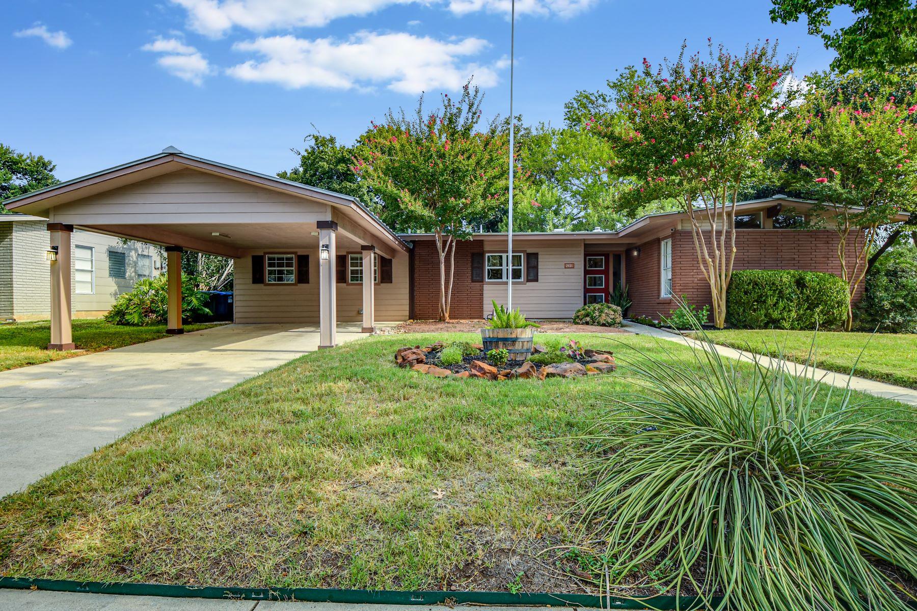 Single Family Homes por un Venta en Open Layout in Northwood 2831 Little John Drive San Antonio, Texas 78209 Estados Unidos