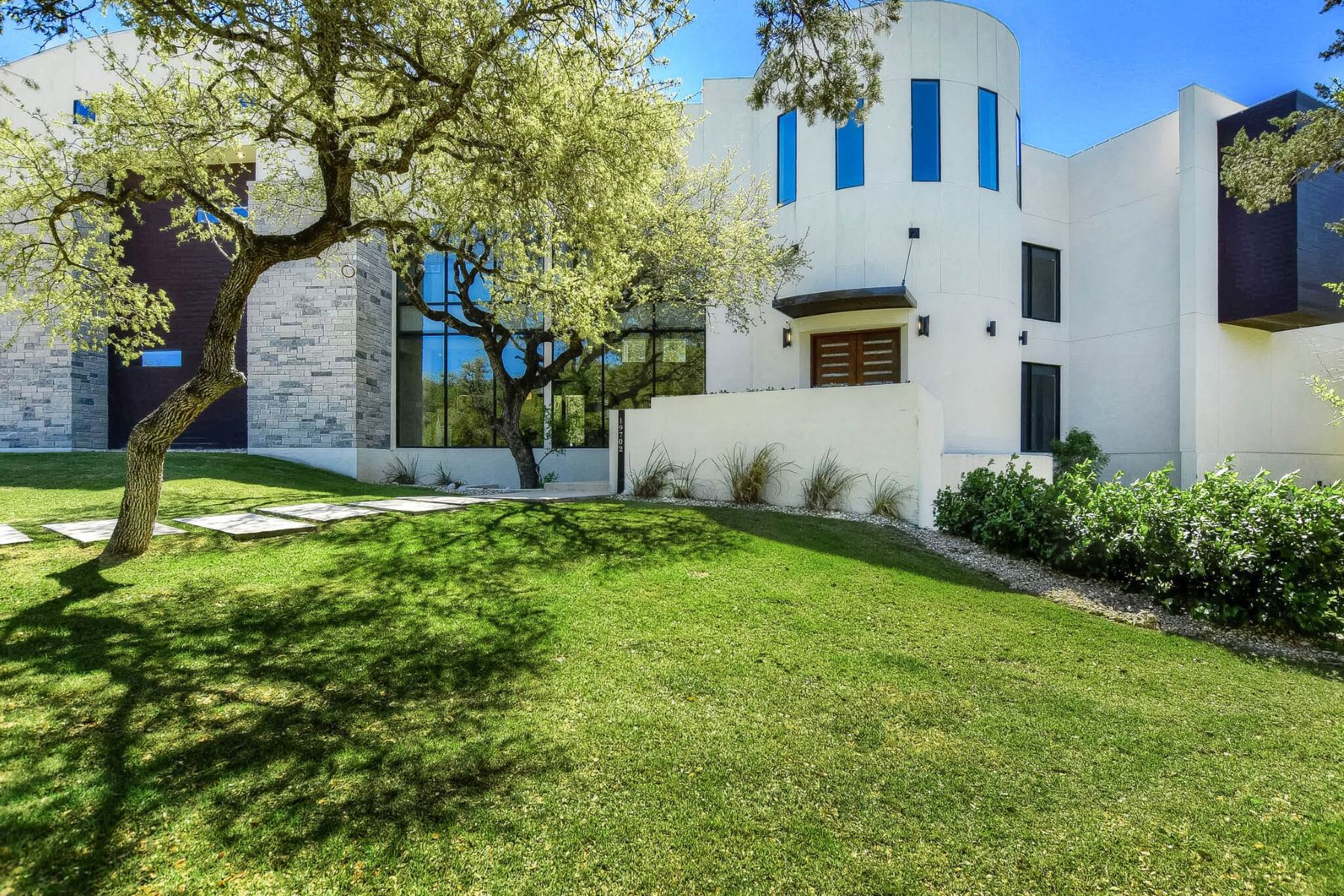 Single Family Homes pour l Vente à Modern Architectural Masterpiece 19702 Secret Cove, Garden Ridge, Texas 78266 États-Unis