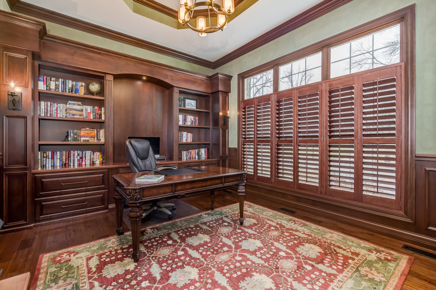 Additional photo for property listing at Classic Sophistication 8 Heather Hill Lane Olivette, Missouri 63132 United States