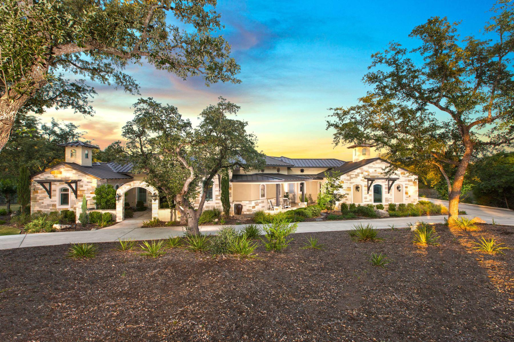 Single Family Homes por un Venta en Secluded Hill Country Retreat 11402 Anaqua Springs Boerne, Texas 78006 Estados Unidos
