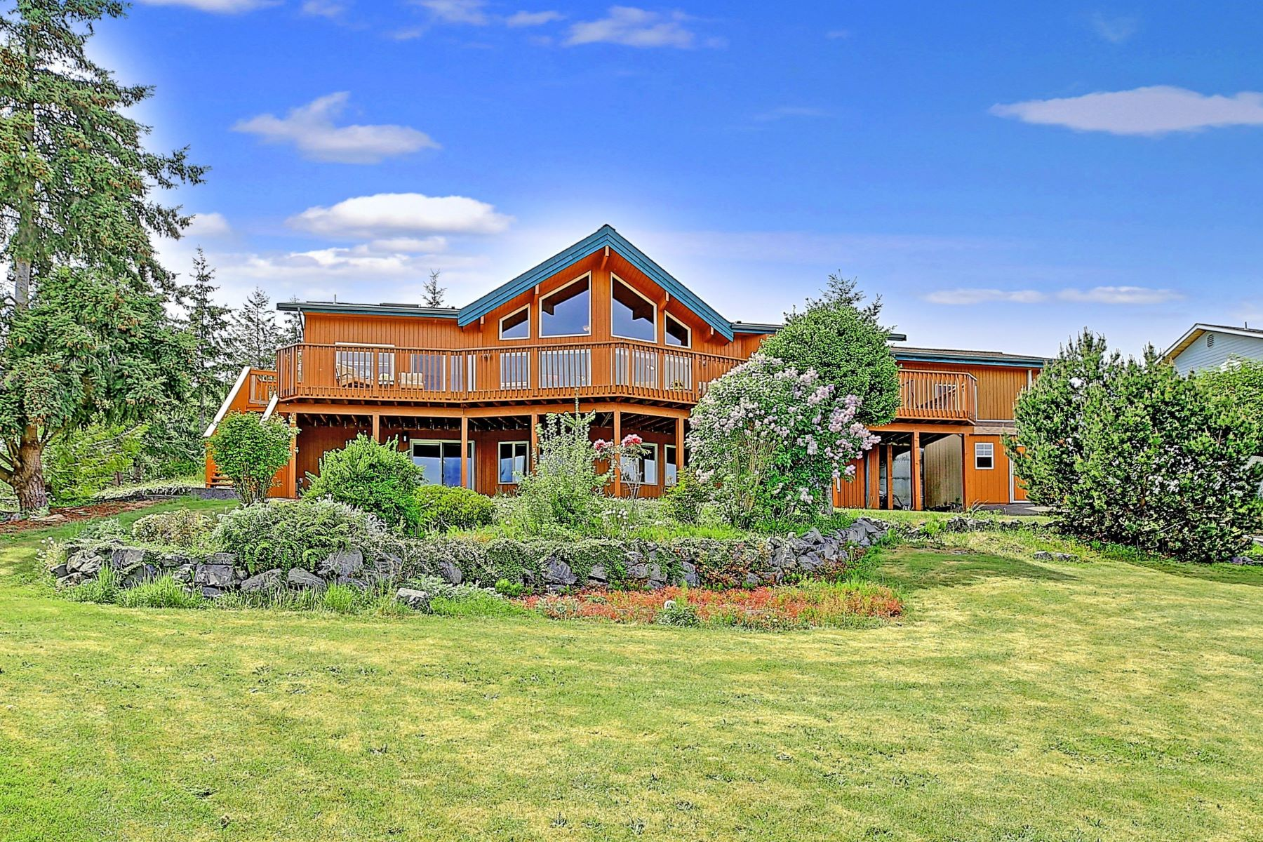 Single Family Homes for Sale at 1489 Crestview Dr, Camano Island, WA 98282 1489 Crestview Dr Camano Island, Washington 98282 United States