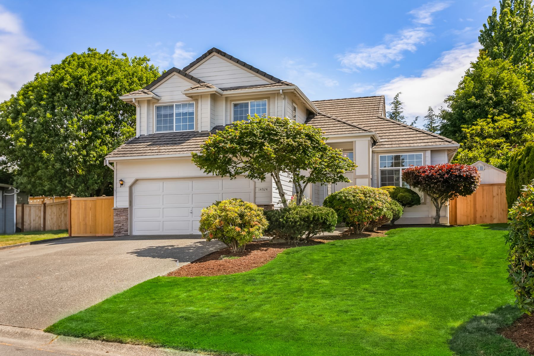 Single Family Homes for Sale at 14924 89th Place NE, Kenmore, WA 98028 14924 89th Place NE Kenmore, Washington 98028 United States