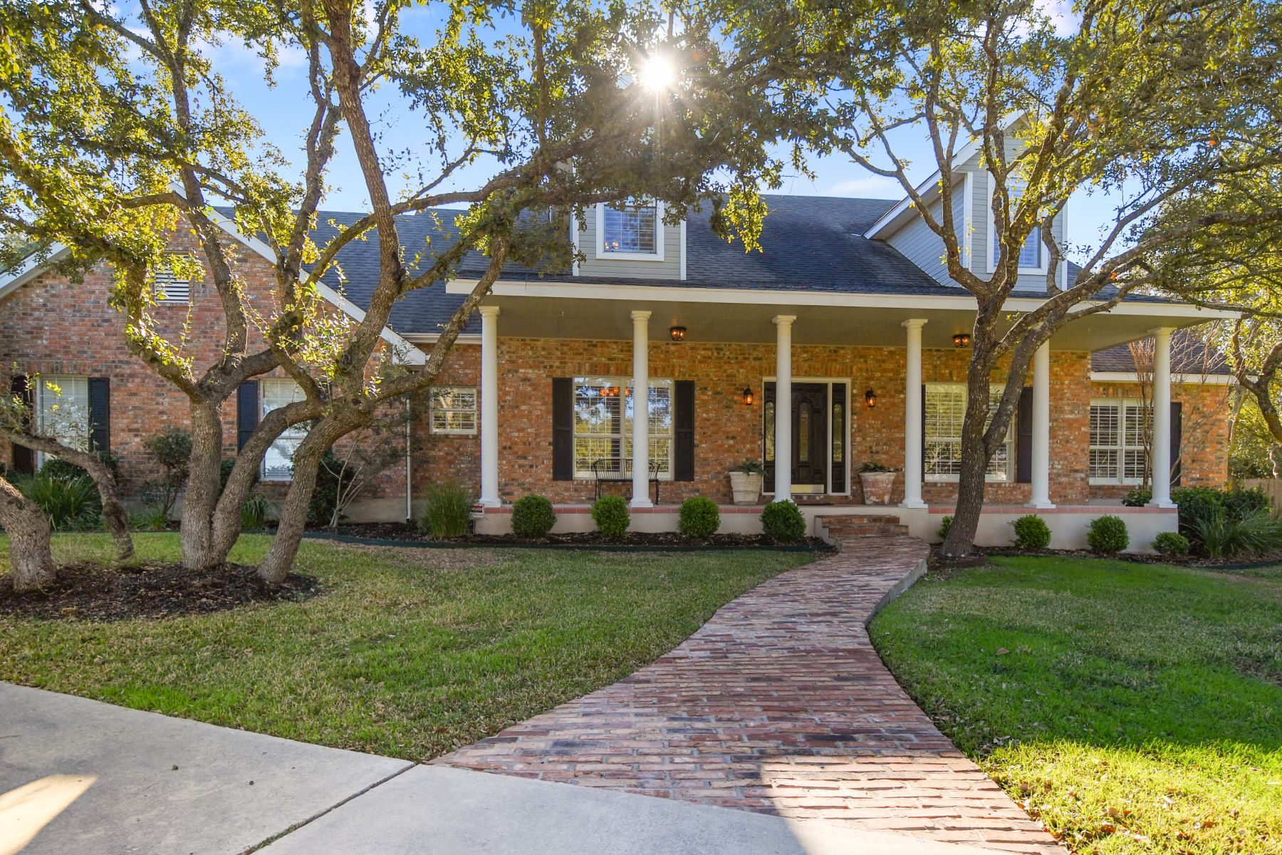 Single Family Homes for Active at Stunning Property in Desired Hunters Creek 515 Hunters Trophy New Braunfels, Texas 78132 United States