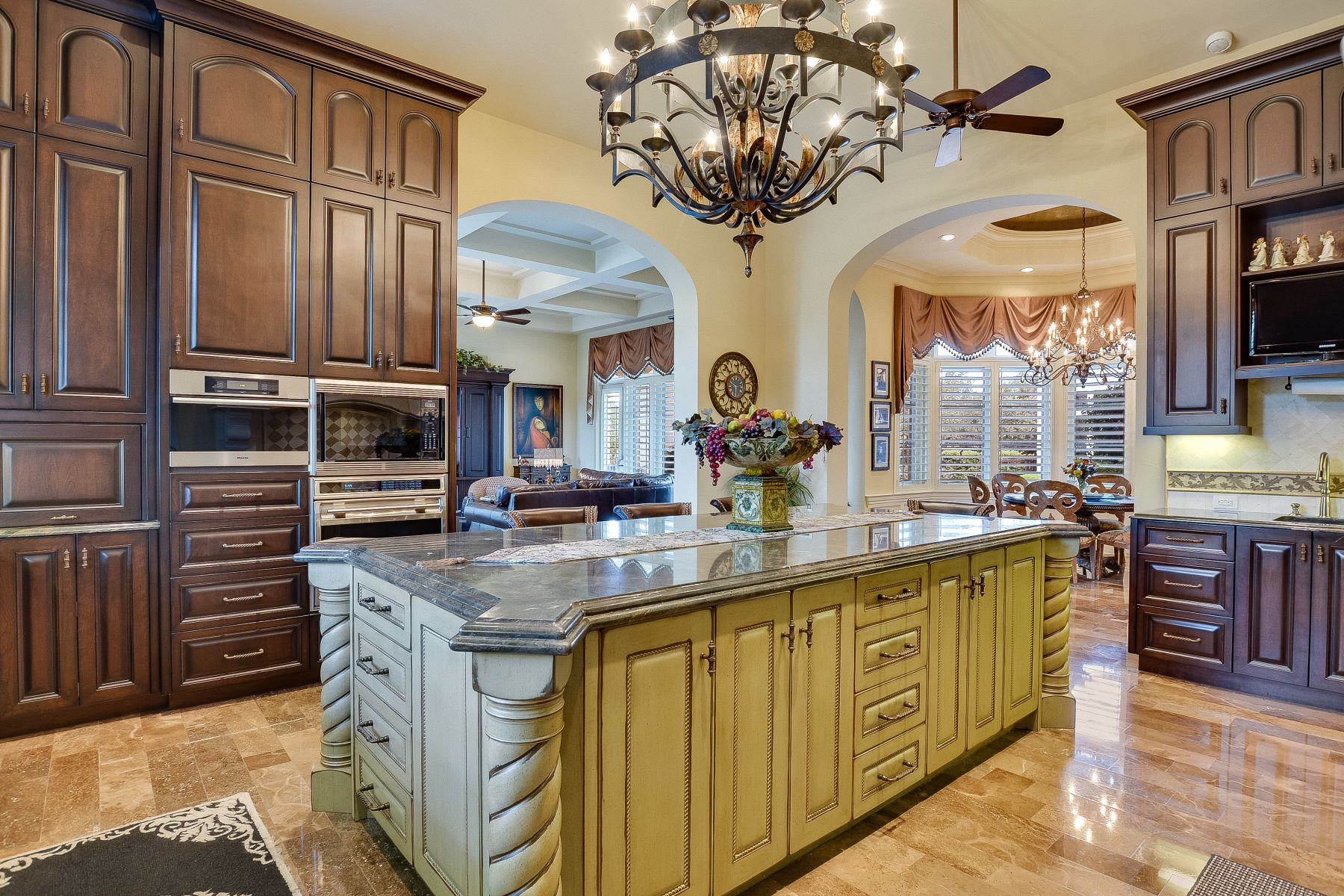 Additional photo for property listing at Exquisite Masterpiece in Huntington 238 Winding Lane Shavano Park, Texas 78231 Estados Unidos