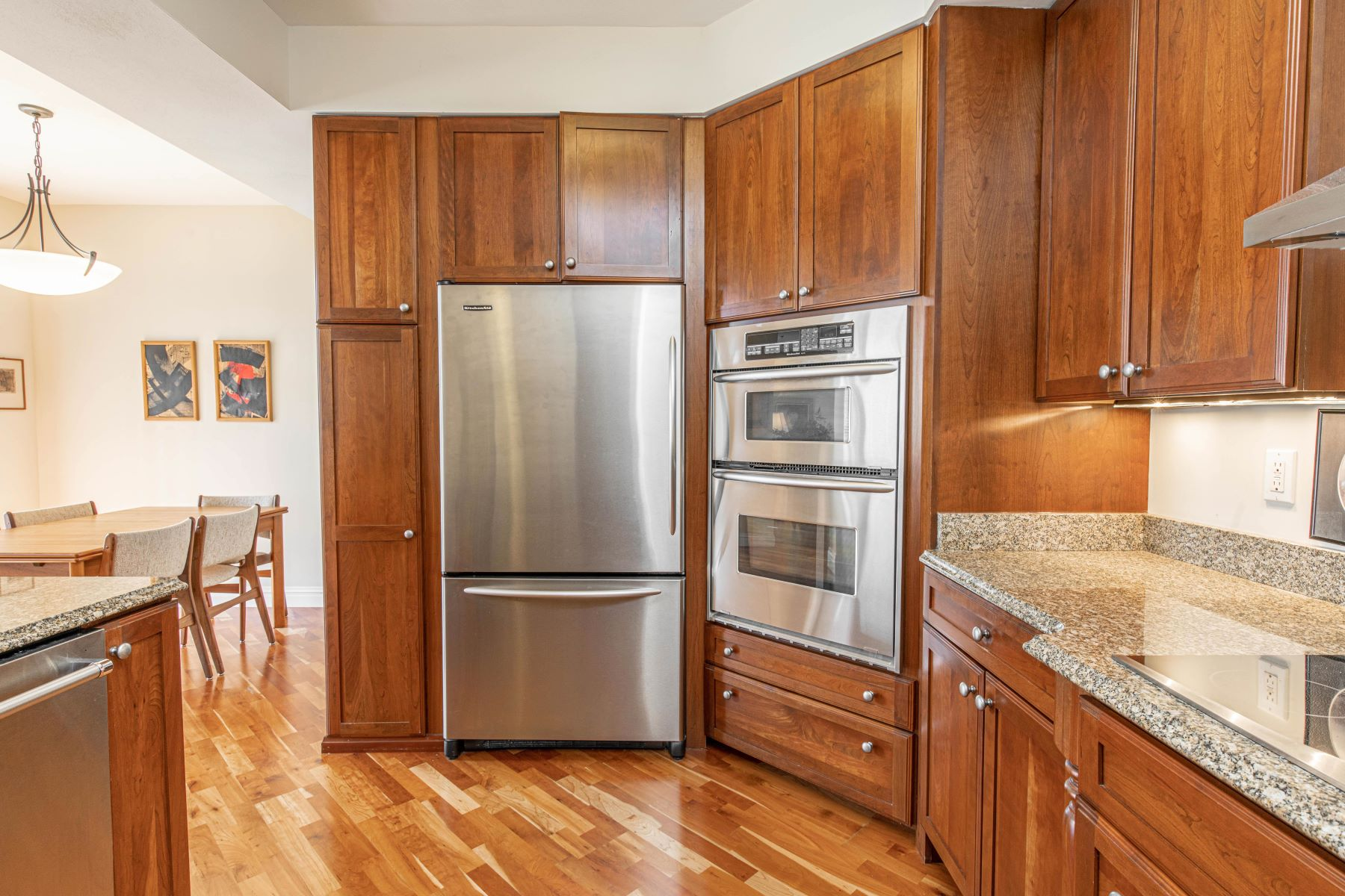 Additional photo for property listing at Updated Condo in Popular Claymont Place 520 North and South #203 University City, Missouri 63130 United States
