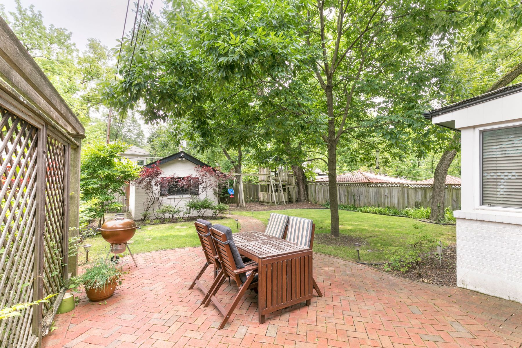 Additional photo for property listing at Ames Place Beauty 444 Melville Avenue University City, Missouri 63130 United States