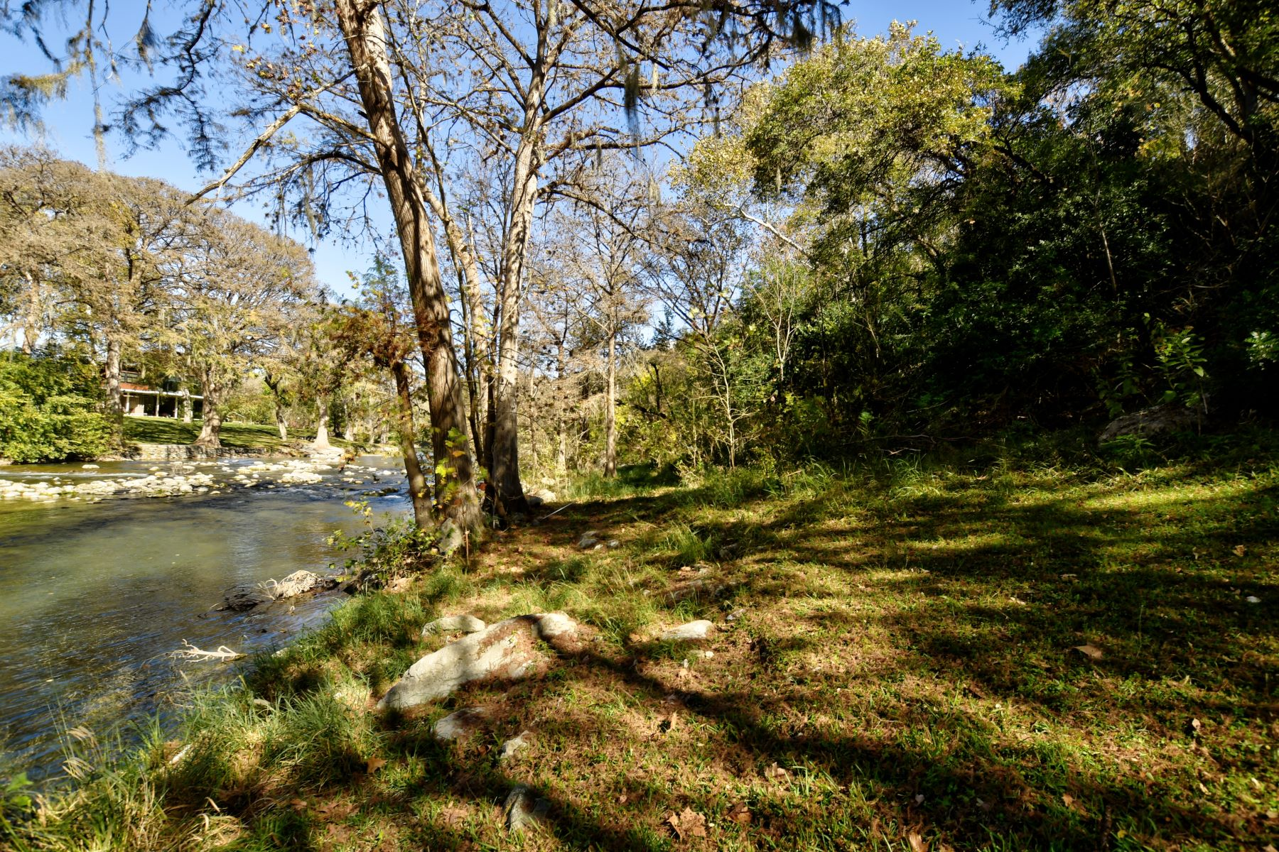 Additional photo for property listing at 100-/+ feet of Riverfront Rapids in Historic Gruene 1055 Gruene Road New Braunfels, Texas 78130 Estados Unidos