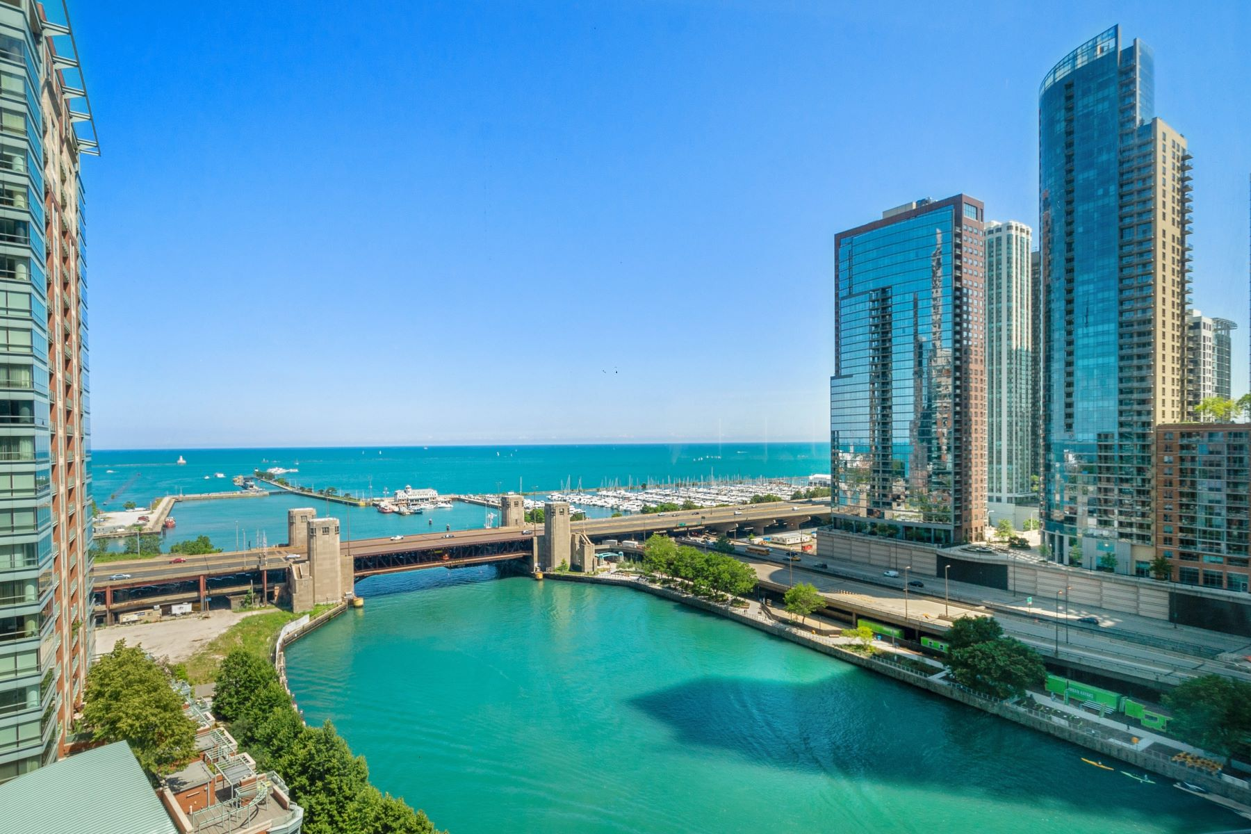 Condominiums 为 销售 在 Premier Streeterville Condo with Commanding Views 415 E North Water Street Unit 1605 芝加哥, 伊利诺斯州 60611 美国
