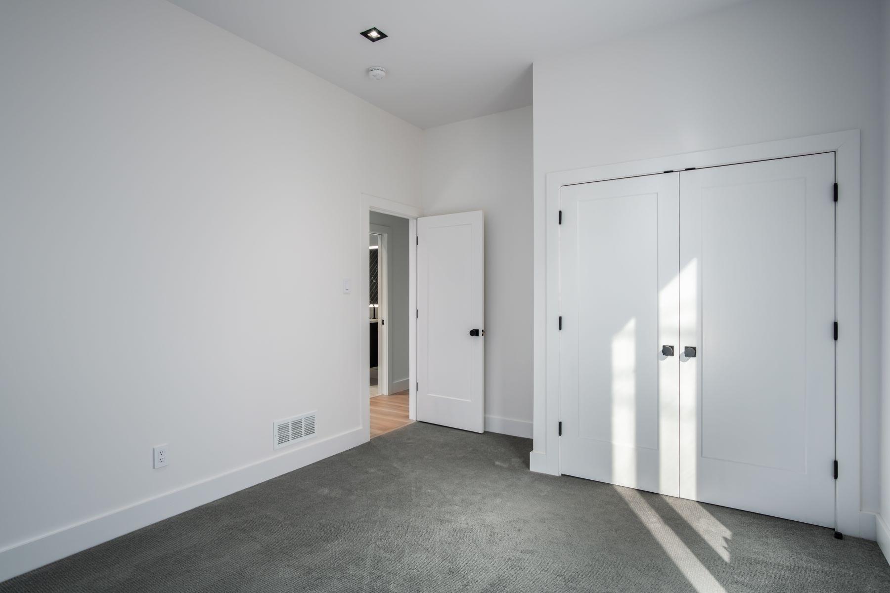 Additional photo for property listing at Breathtaking Clayton Condo 202 North Brentwood Boulevard #1C Clayton, Missouri 63105 United States