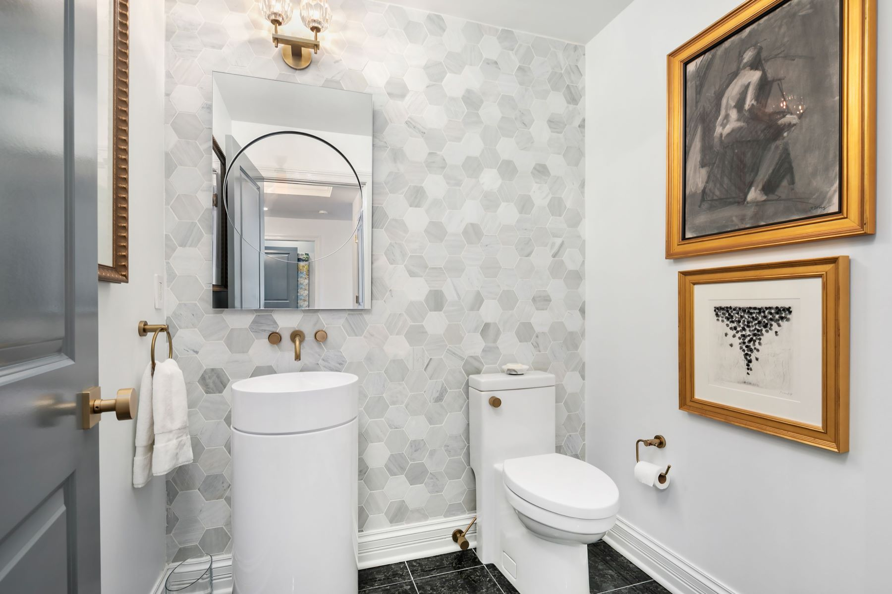 Additional photo for property listing at Swanky Chase Park Plaza Residence 232 North Kingshighway Boulevard #1408 St. Louis, Missouri 63108 United States