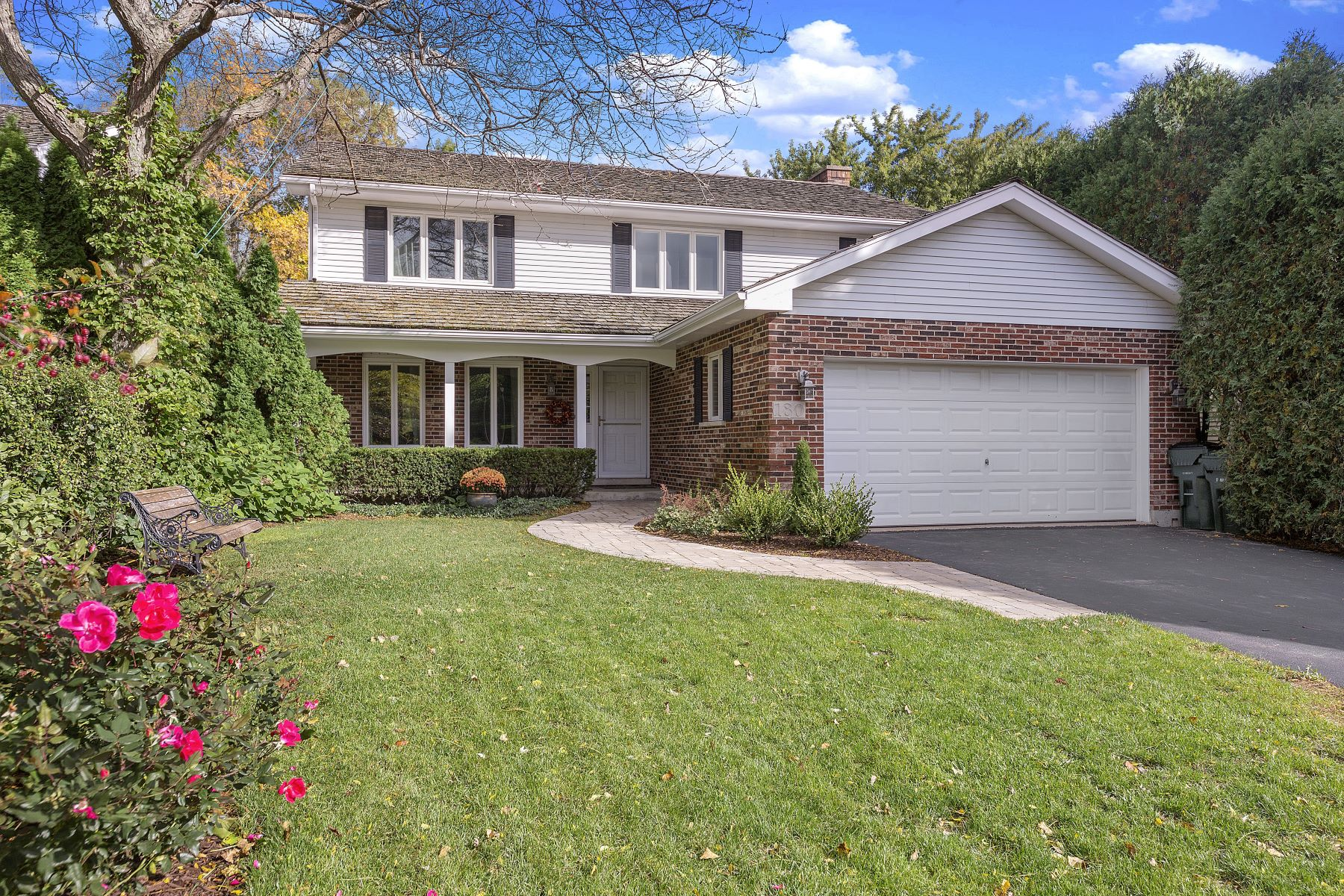 Single Family Home for Sale at Beautiful Two Story Home 180 Wimbledon Court Lake Bluff, Illinois 60044 United States
