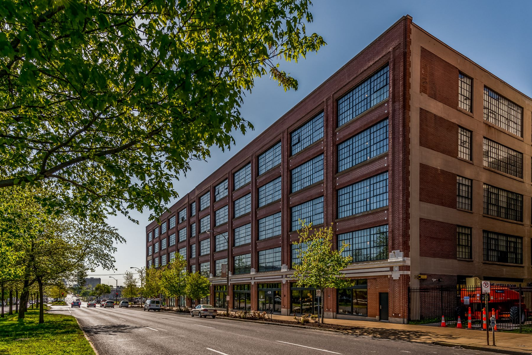 Condominiums for Sale at West End Lofts #320 4100 Forest Park #320 St. Louis, Missouri 63108 United States
