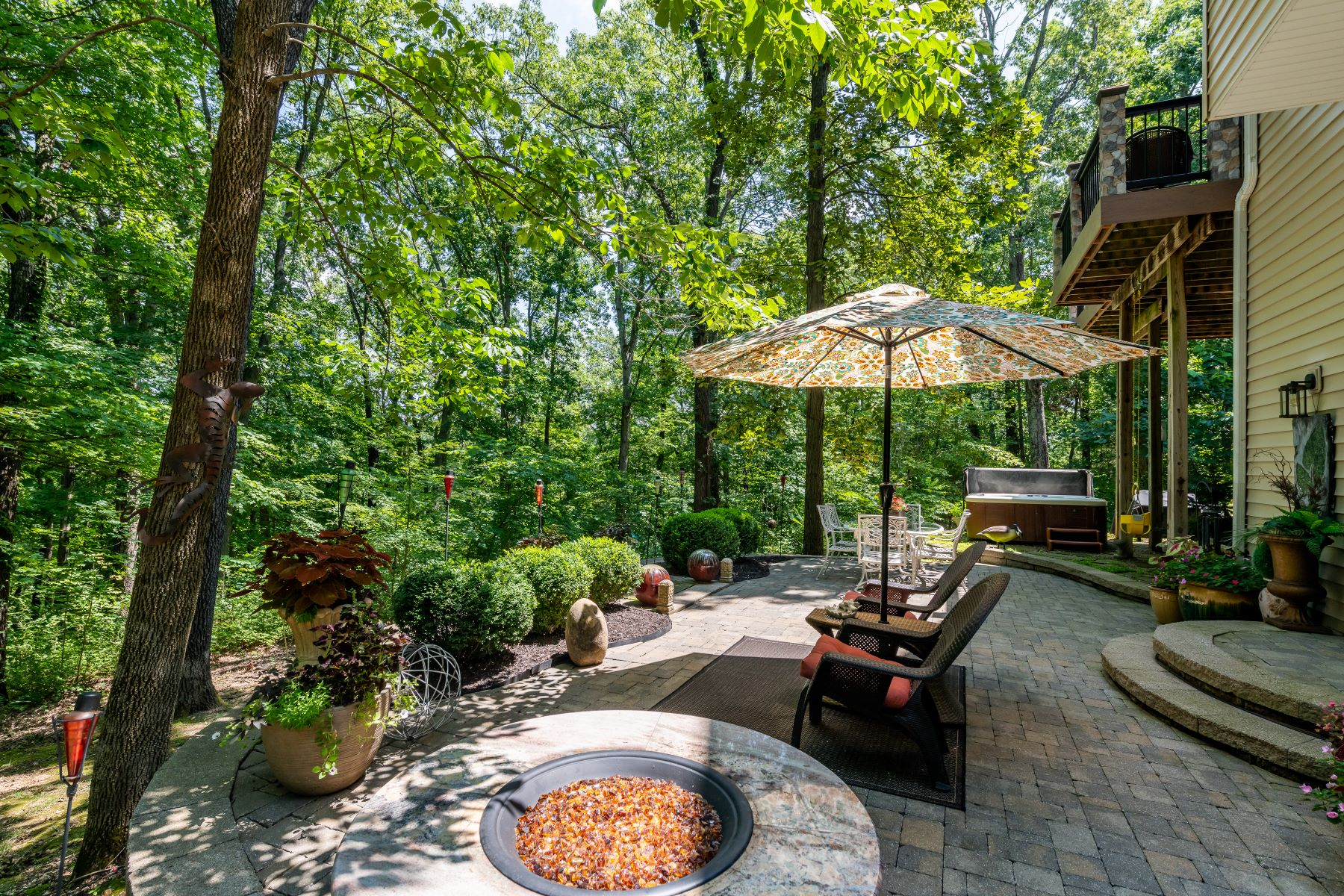 Additional photo for property listing at Stylish 1.5-story on a Private Street 352 Whispering Forest Lane Pacific, Missouri 63069 United States