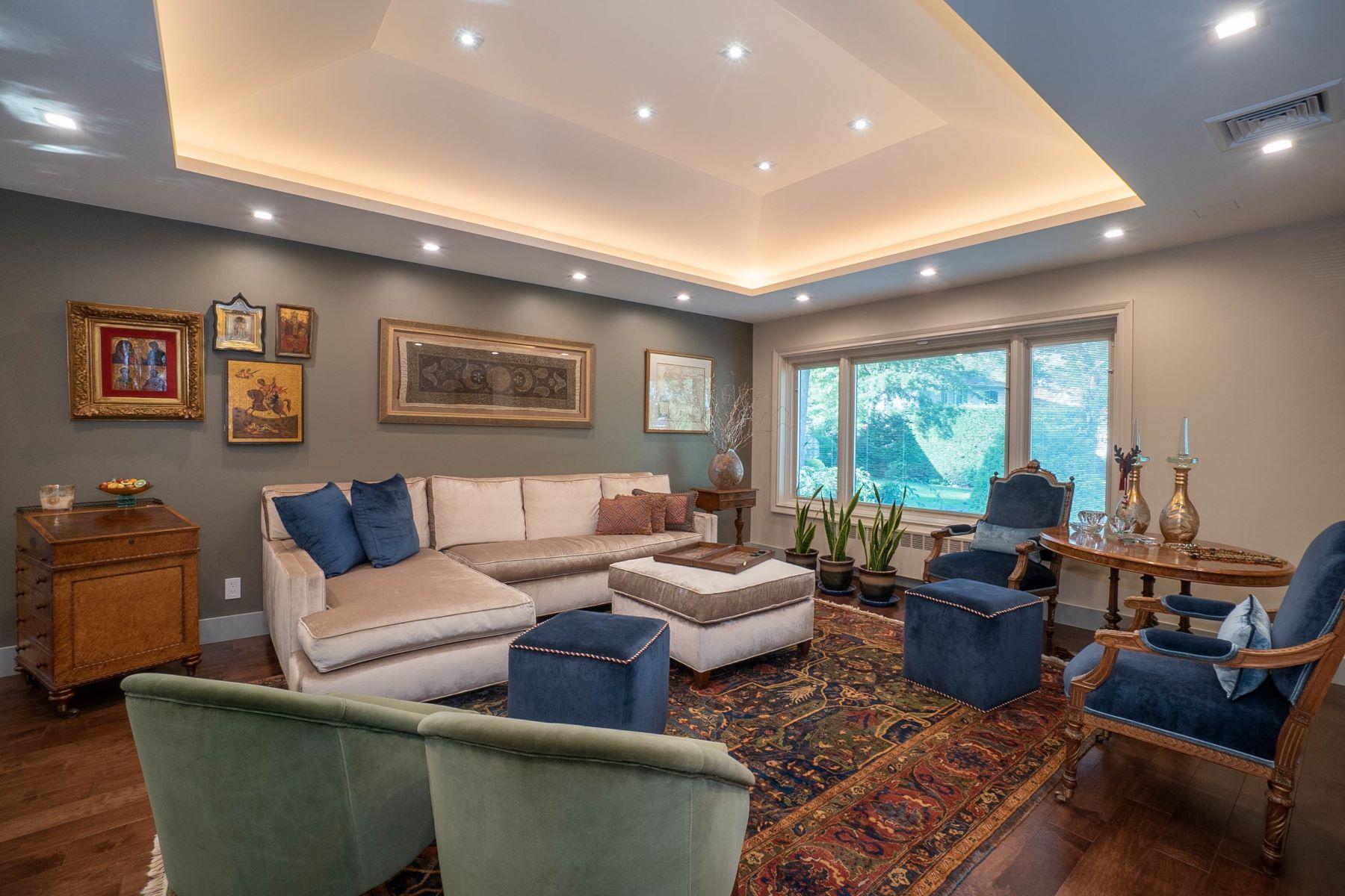 Single Family Homes 為 出售 在 11 Ash Place, Manhasset Hills, Ny, 11040 Manhasset Hills, 纽约 11040 美國