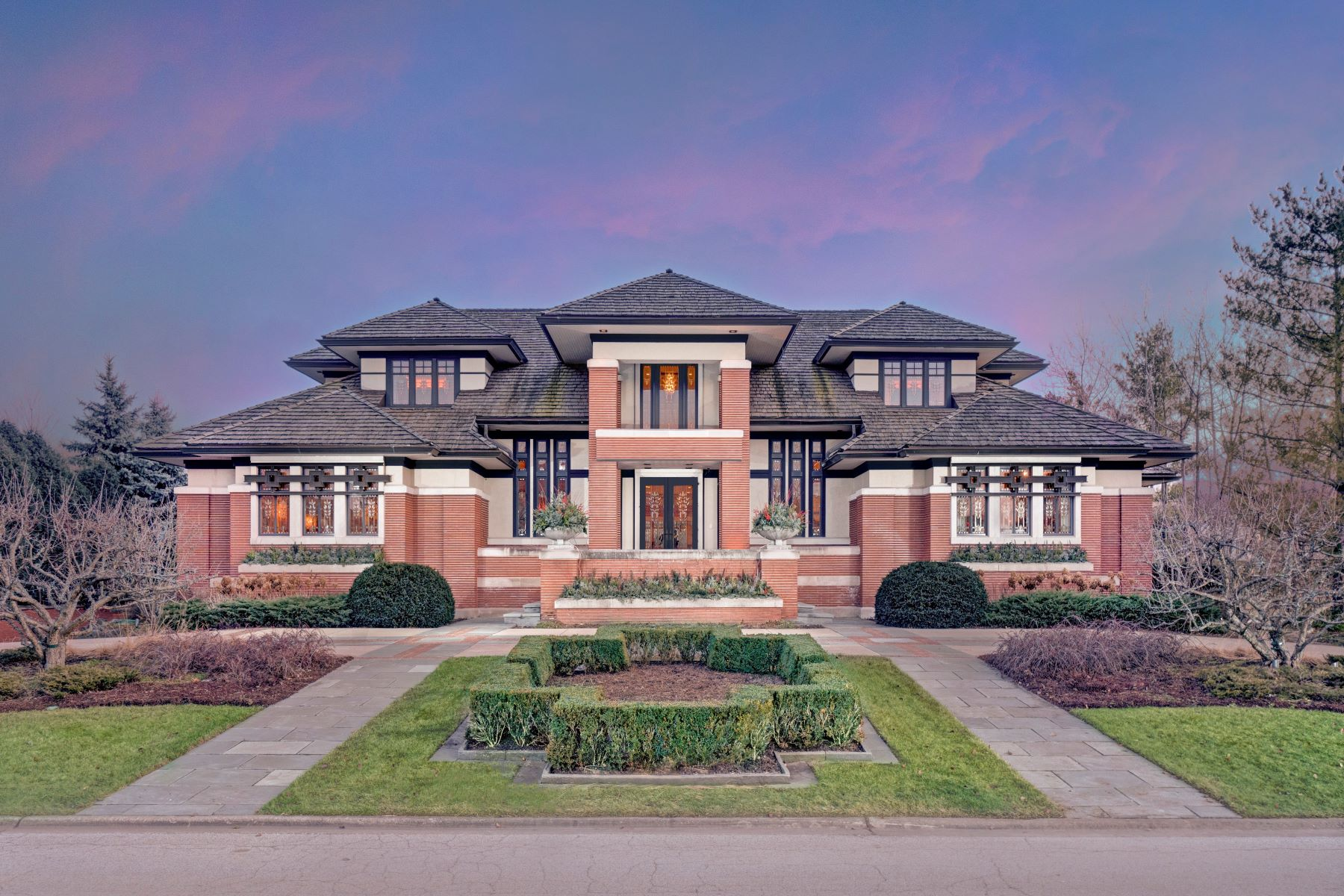 Single Family Homes для того Продажа на Spectacular Frank Lloyd Wright inspired Home 111 Singletree Road Orland Park, Иллинойс 60467 Соединенные Штаты