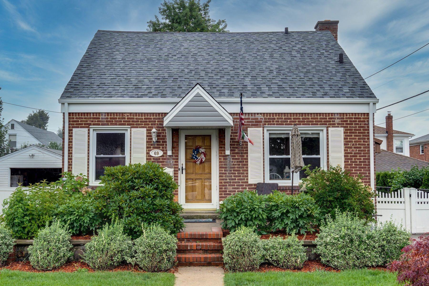 Single Family Homes 為 出售 在 69 Wilton Street, New Hyde Park, Ny, 11040 New Hyde Park, 纽约 11040 美國