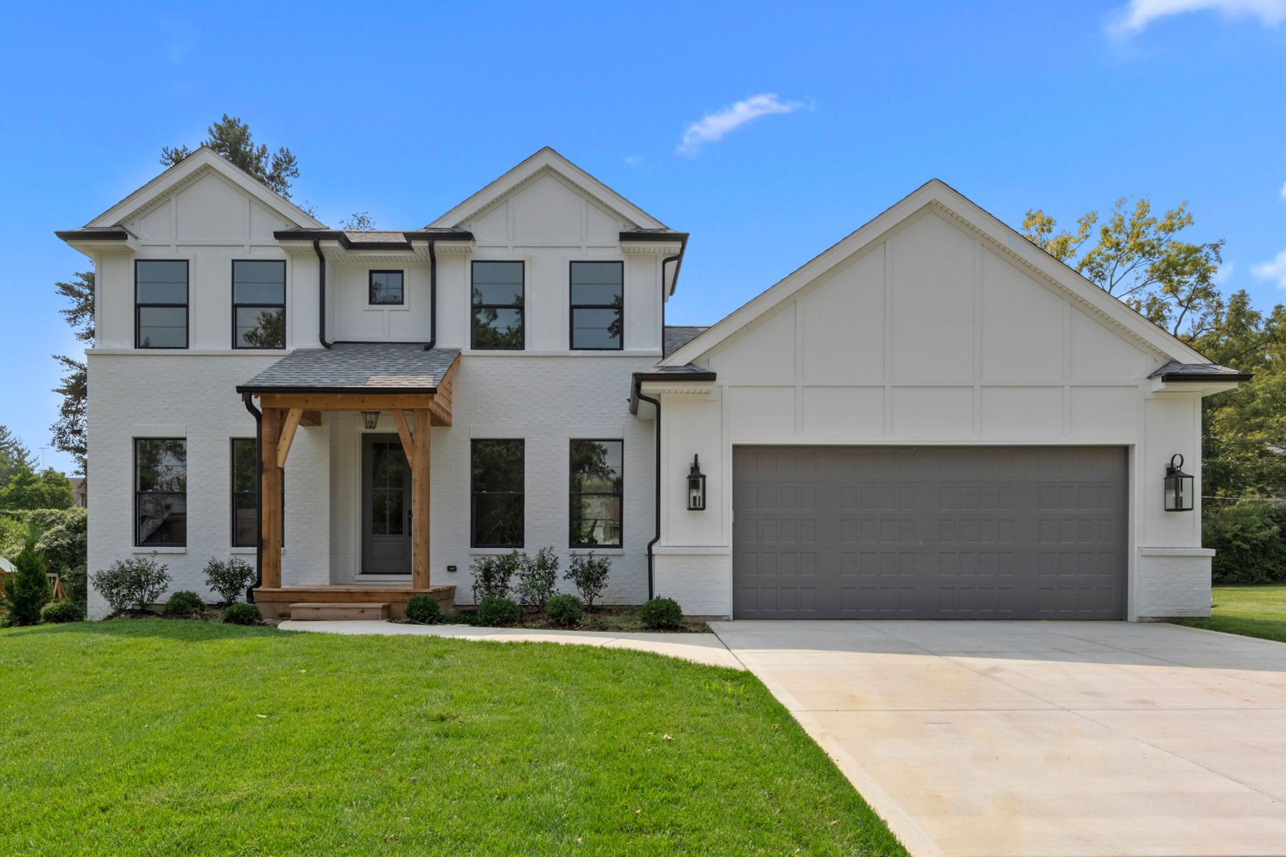 Single Family Homes for Active at Modern Farmhouse 12442 Ridgefield Drive Des Peres, Missouri 63131 United States