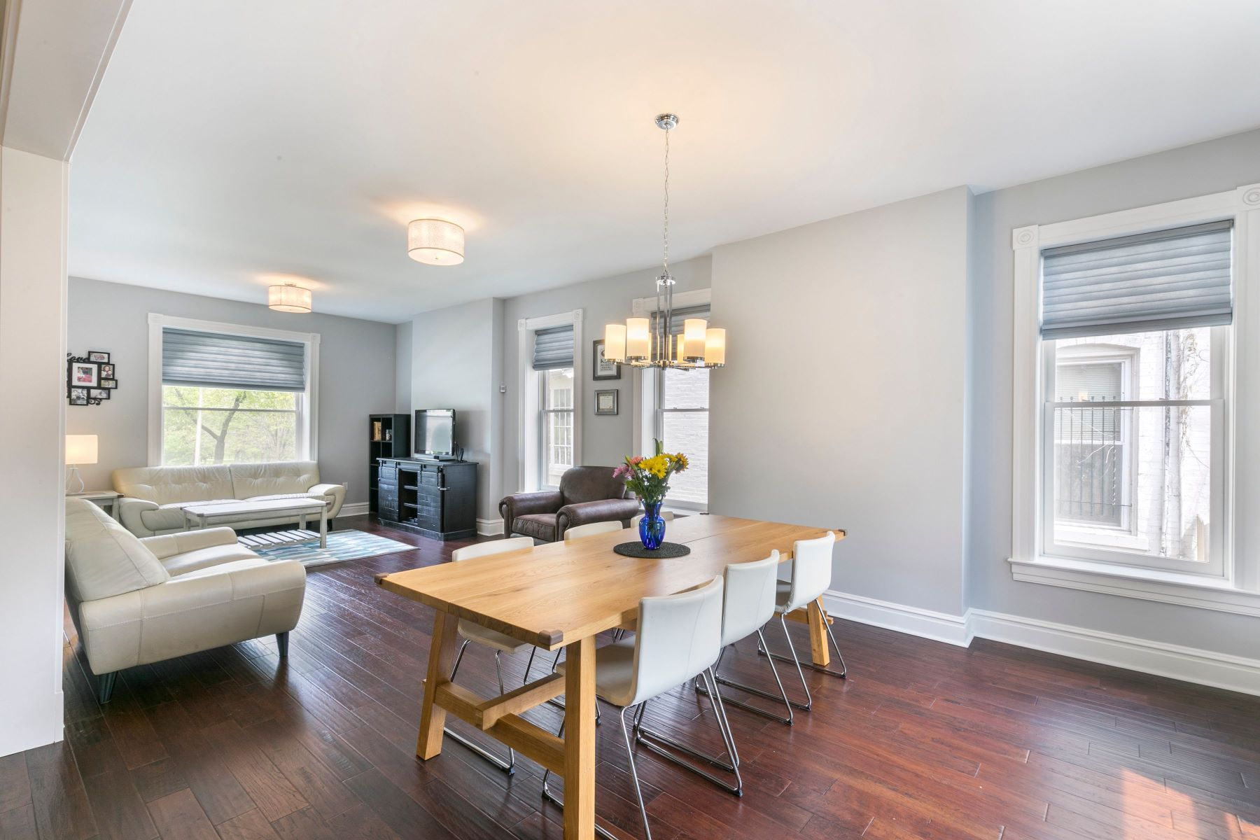 Additional photo for property listing at Renovated, Park View Home 3806 Arsenal Street St. Louis, Missouri 63116 United States